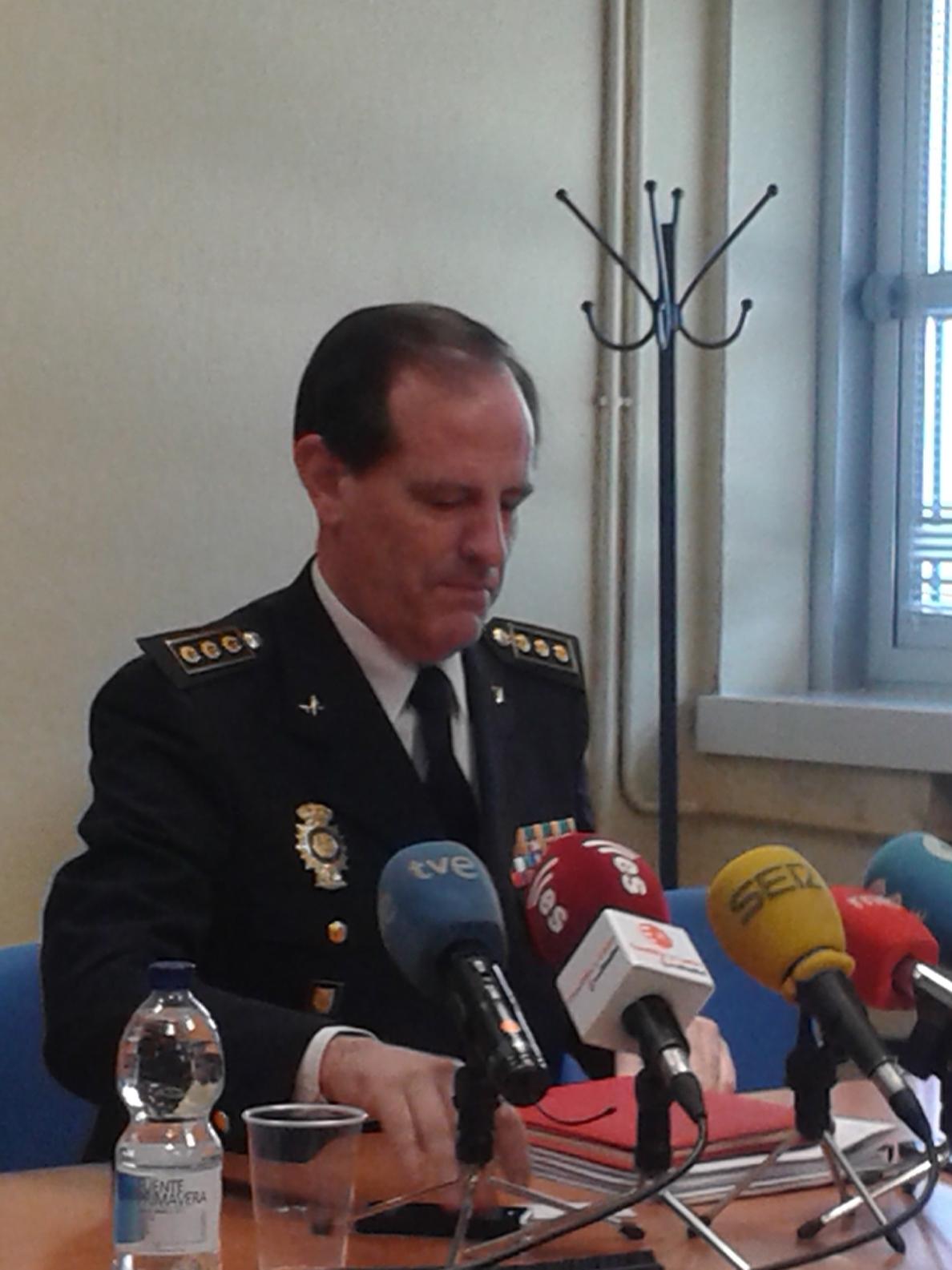 El jefe superior de la Policía aboga por mejorar la seguridad ciudadana con una presencia más eficaz en la calle