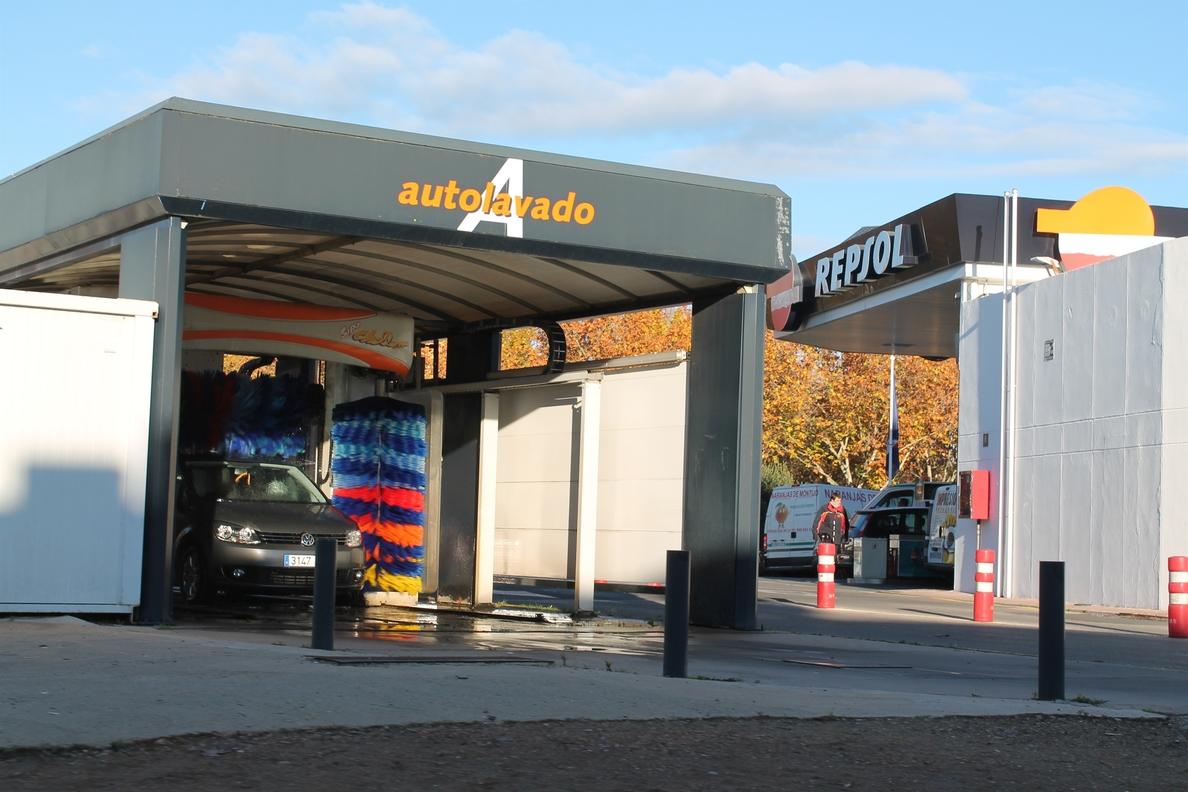 La gasolina y el gasóleo encaran la Semana Santa hasta un 3,6% más baratos que hace un año