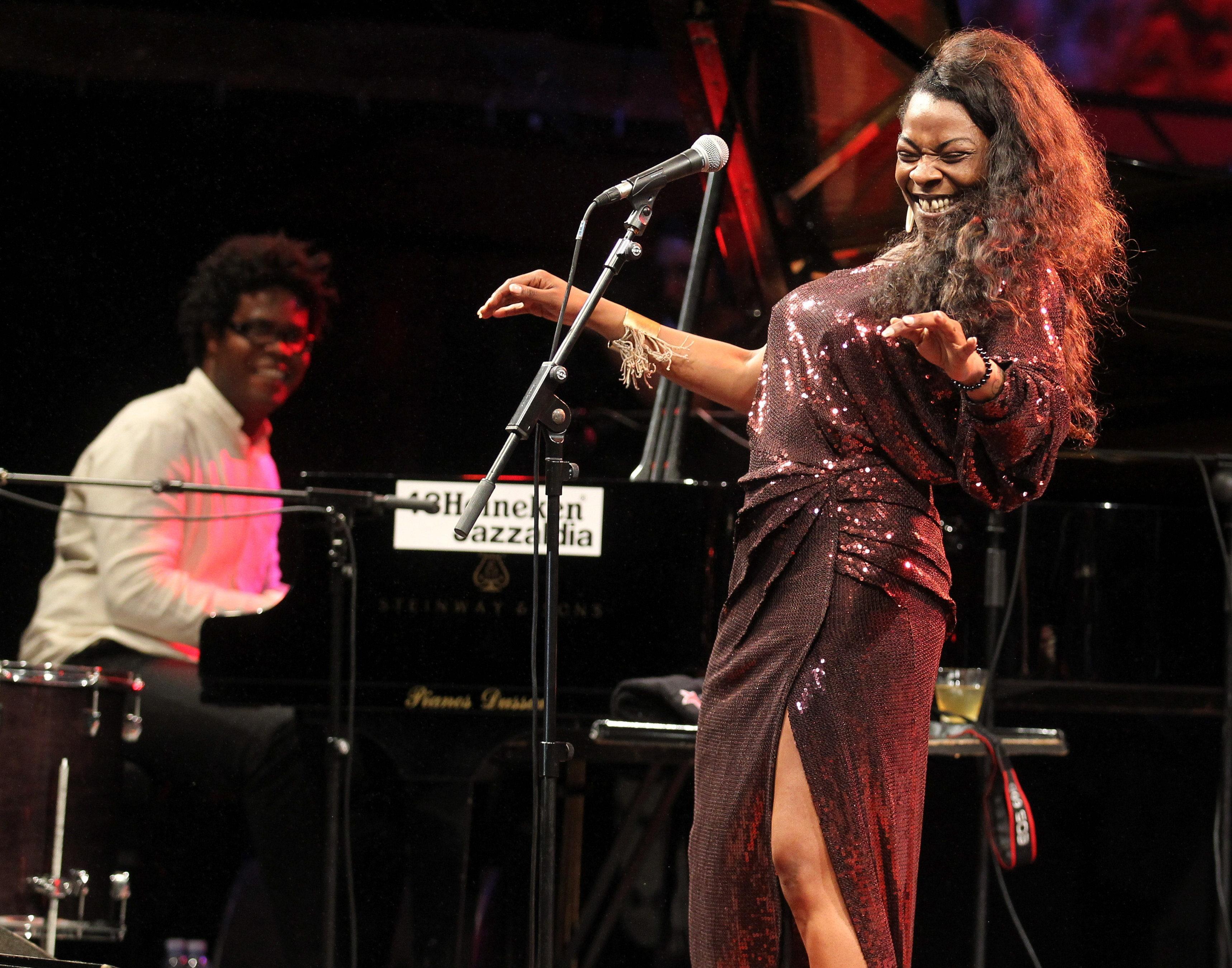 Buika entusiasma al público en Nueva York con su fuerza y fusión flamenca