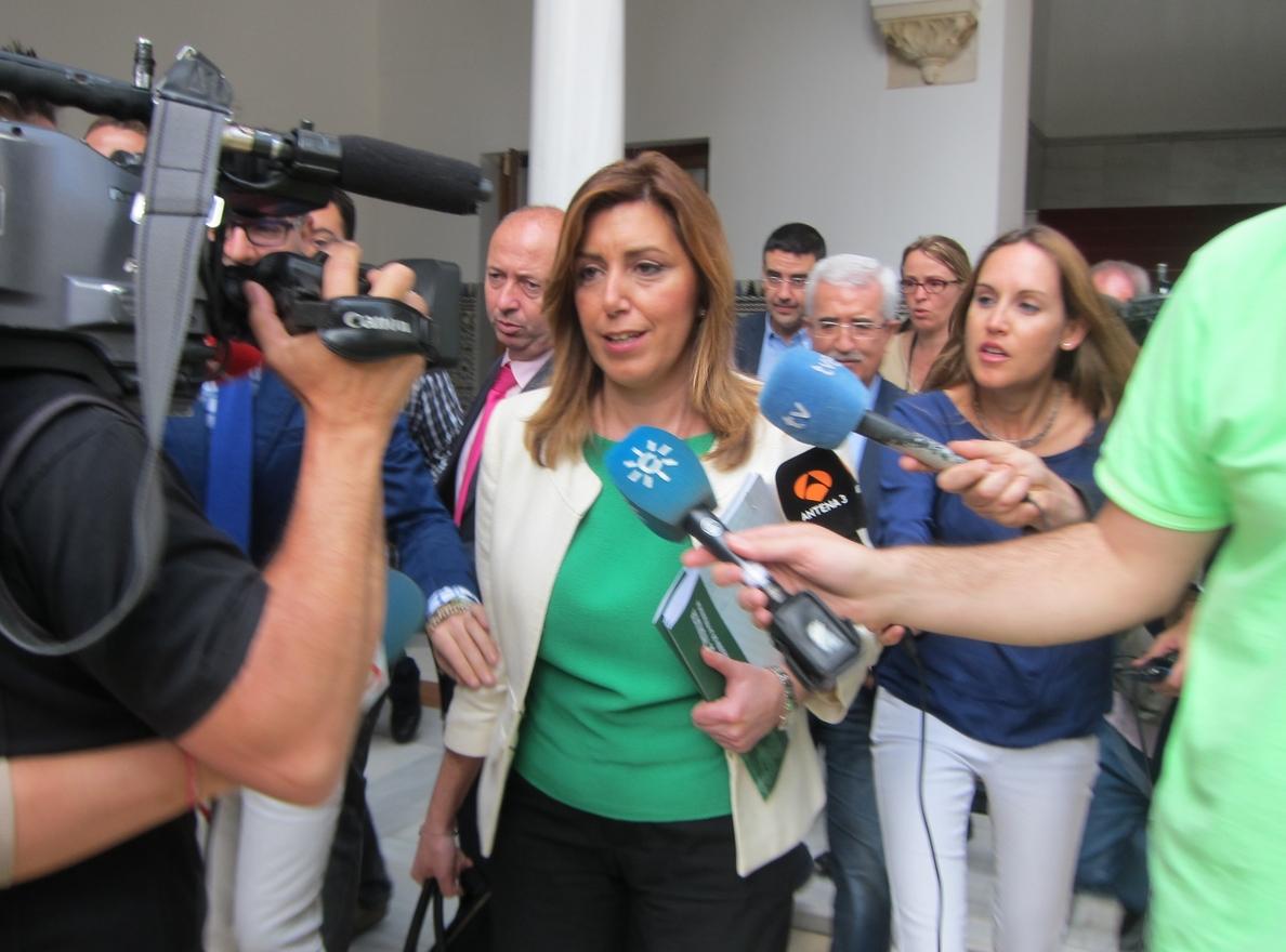 Díaz firma decreto de retirada provisional de competencias a Fomento y espera que se recupere la «normalidad legal»