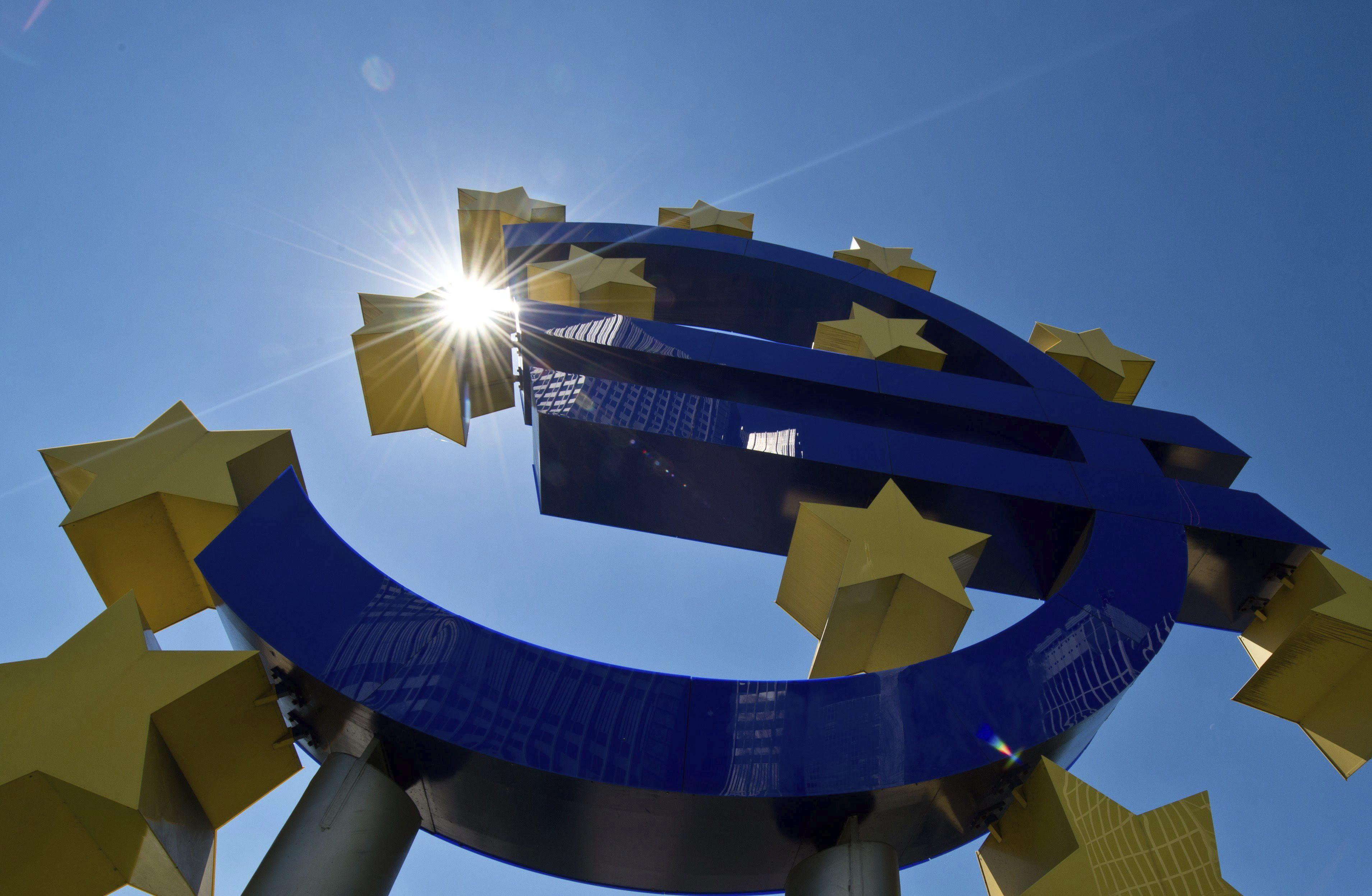 El euro sube hasta los 1,3846 dólares