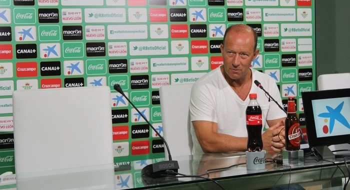 Calderón (Betis): «Matemáticamente estamos vivos aún, así que pelearemos cada partido»