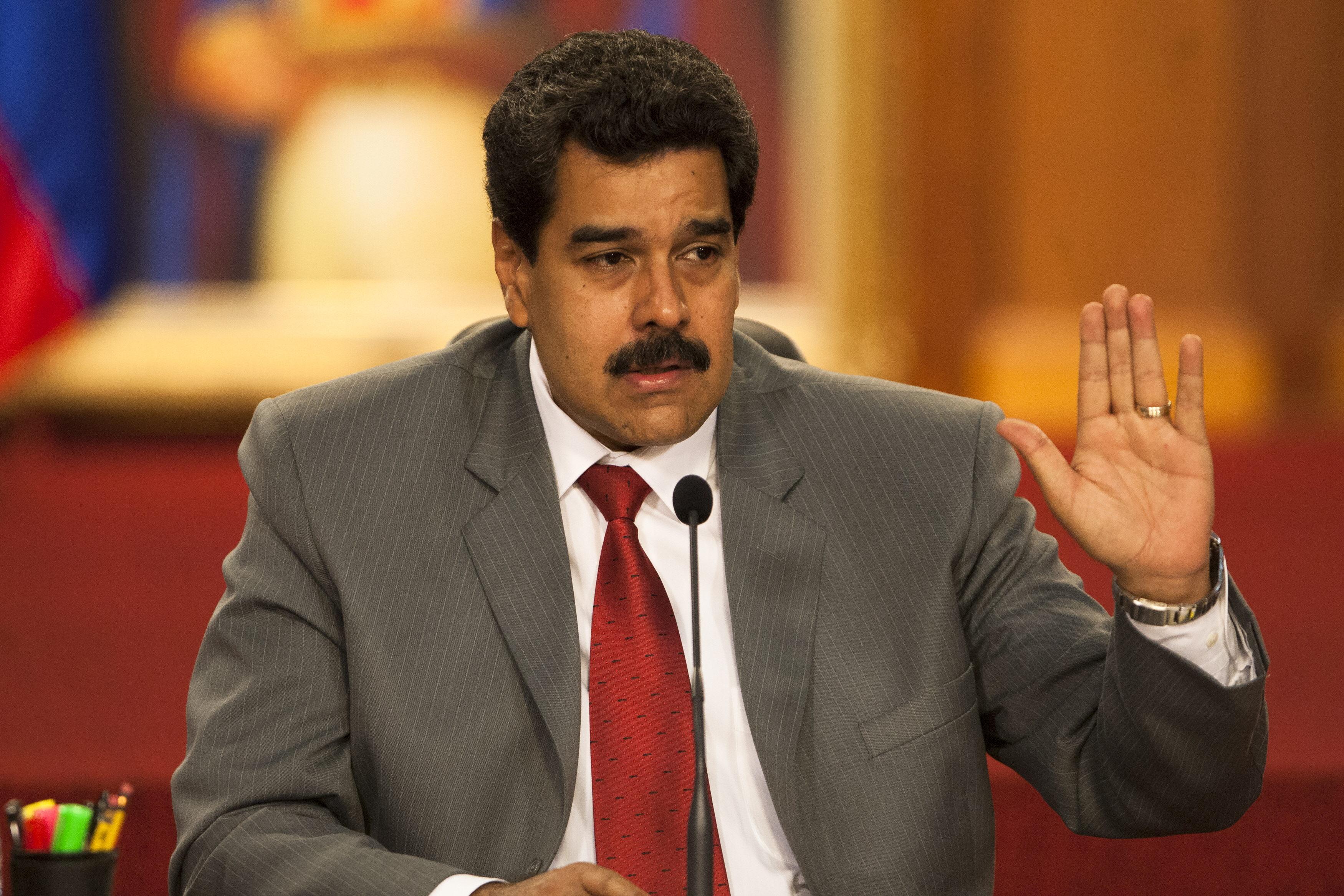 Maduro estanca el crecimiento y dispara la inflación y la pobreza en su primer año