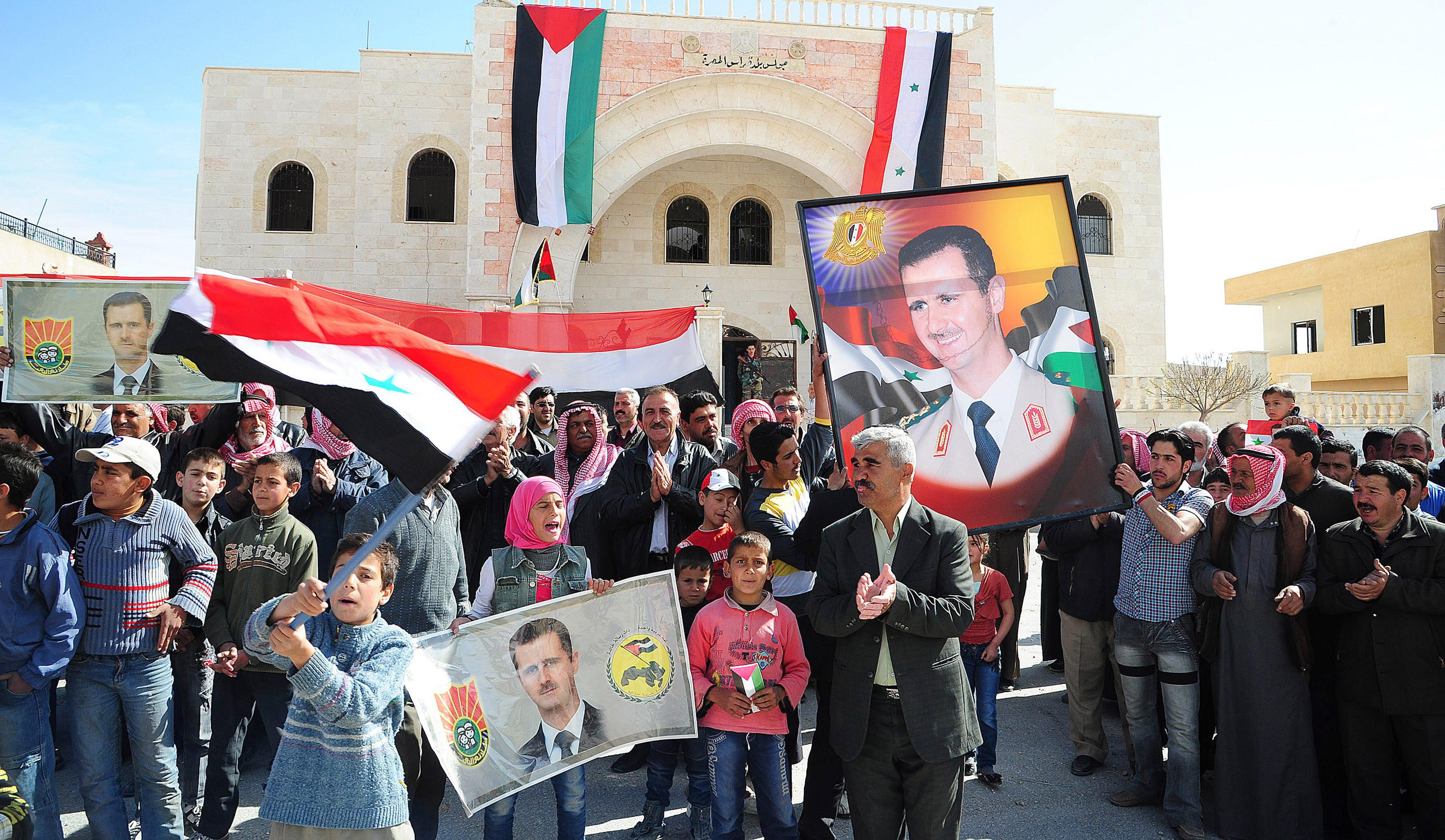 Al Asad realiza una inusual visita a la ciudad cristiana de Malula