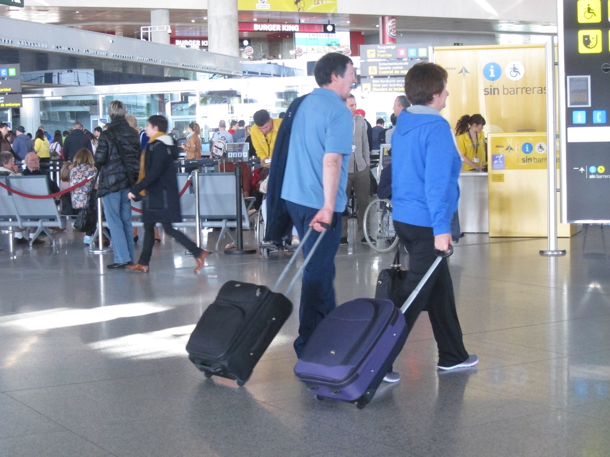 Asociación de Consumidores de Navarra advierte sobre supuestos sorteos de viajes a Canarias que exigen un pago previo