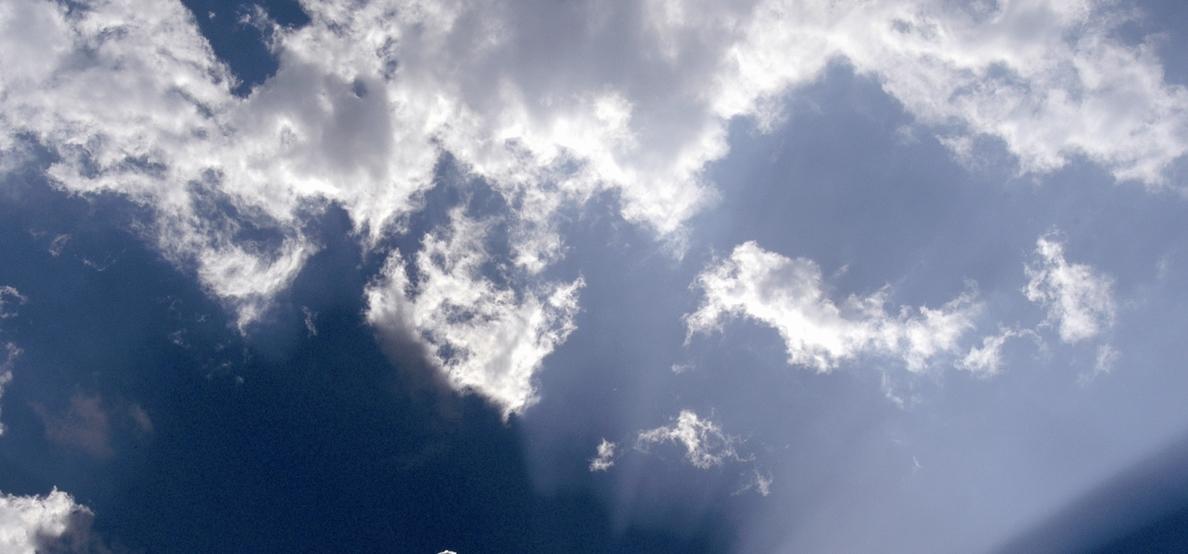 Canarias presenta este domingo intervalos nubosos en el norte y oeste con posibilidad de lluvias débiles