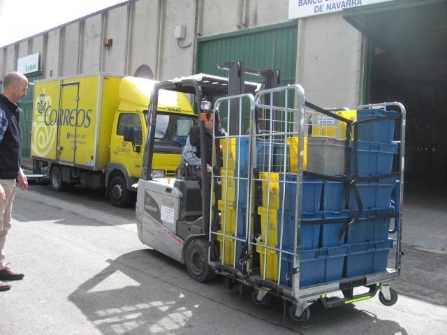 Correos entrega 300 kilos de alimentos al Banco de Alimentos de Navarra