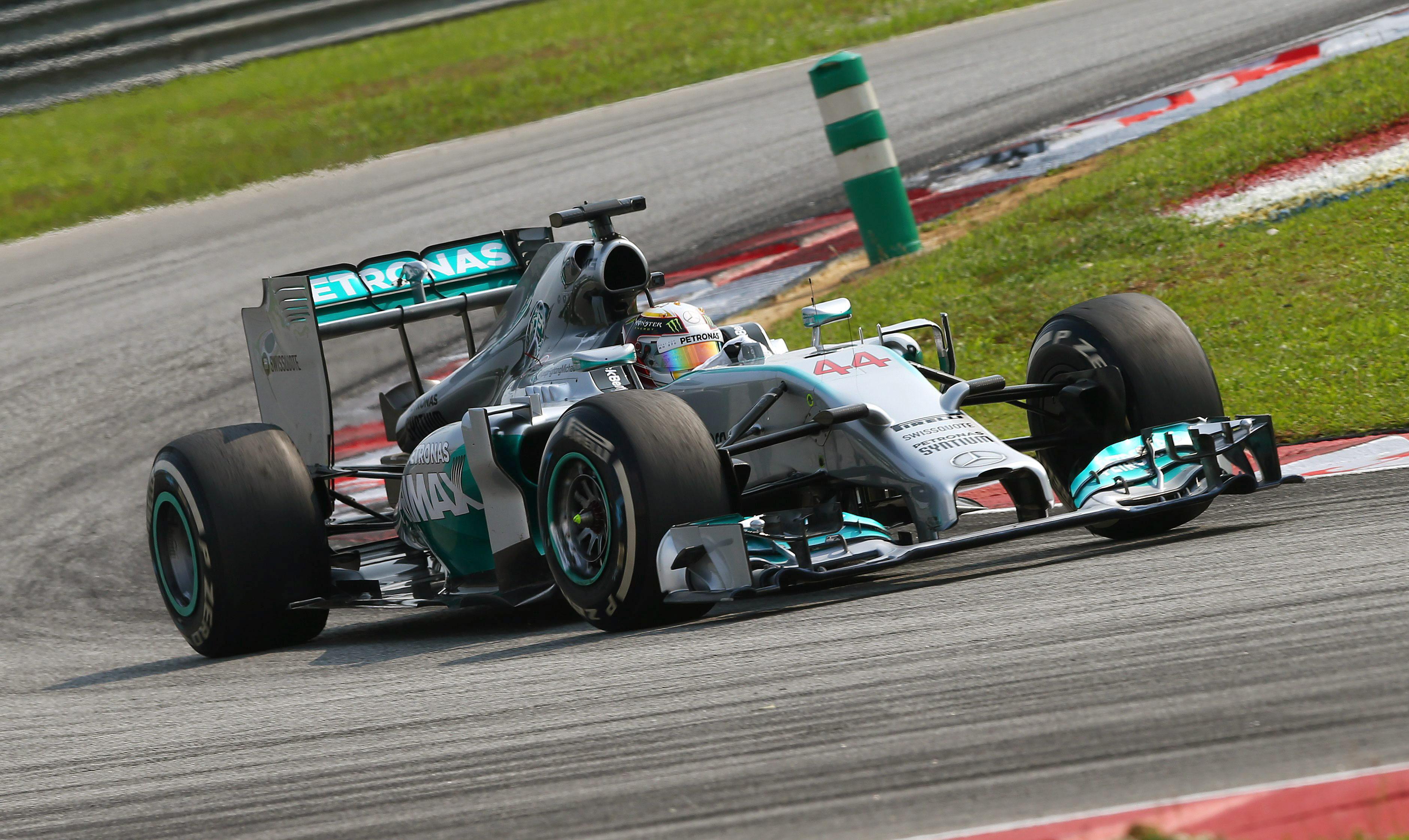 A Hamilton le mostraron la bandera a cuadros por error una vuelta antes del final