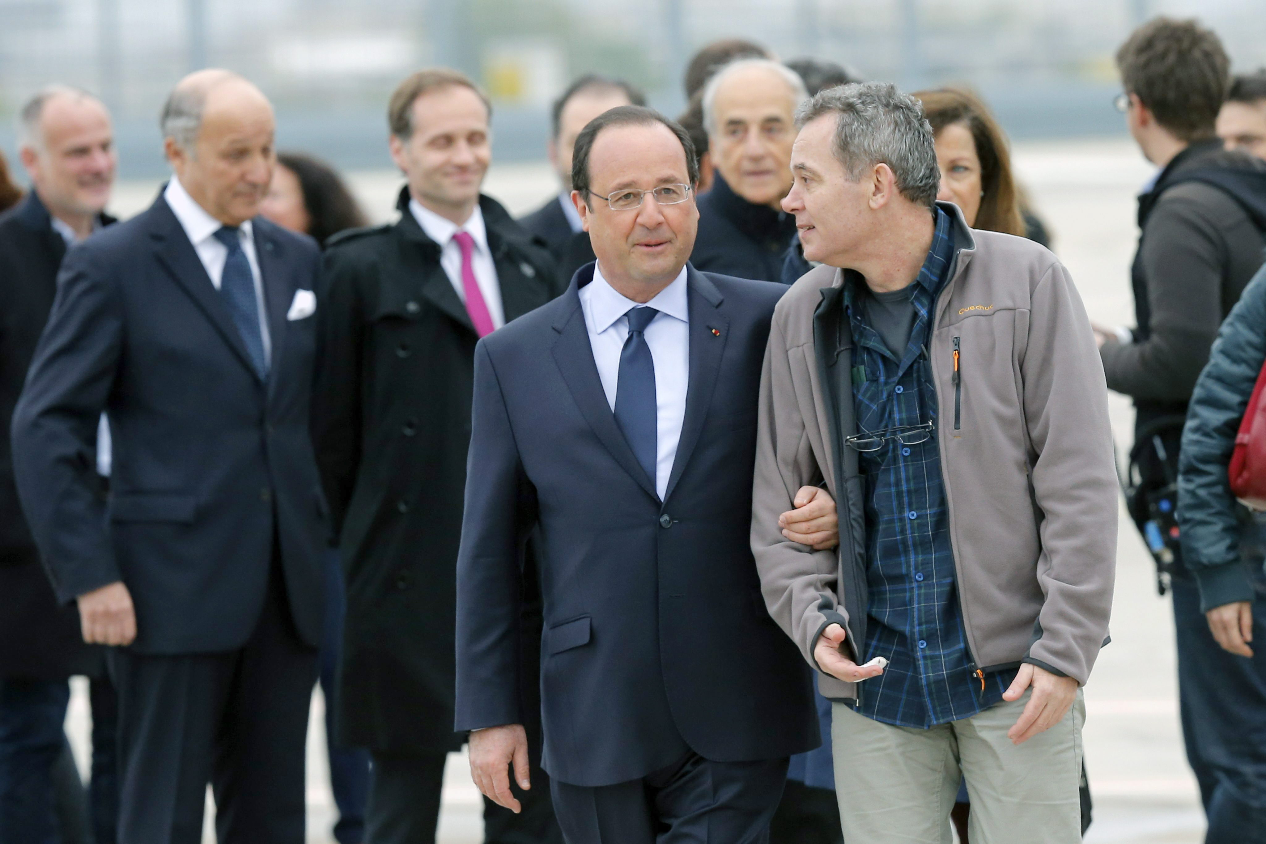 Hollande dice tener elementos del uso reciente de armas químicas en Siria