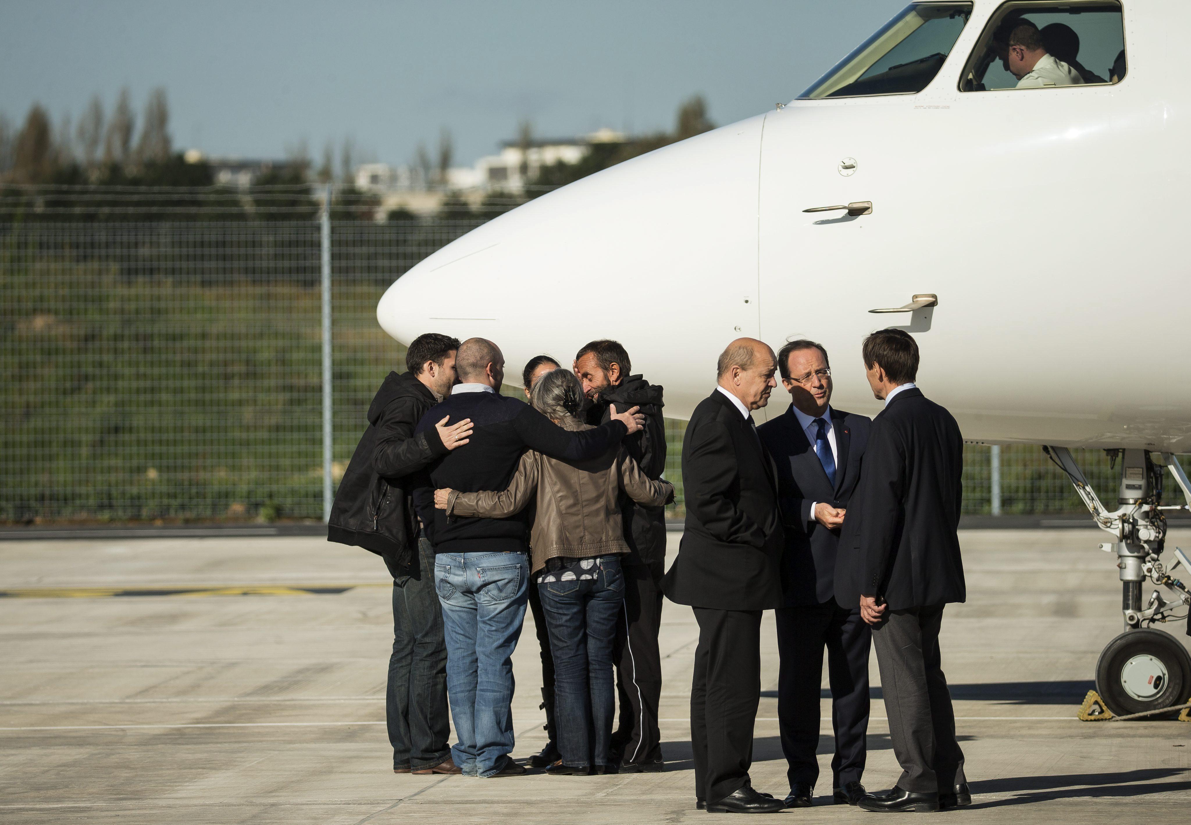 Hollande recibe «con orgullo» a los periodistas secuestrados y agradece a Turquía su vuelta