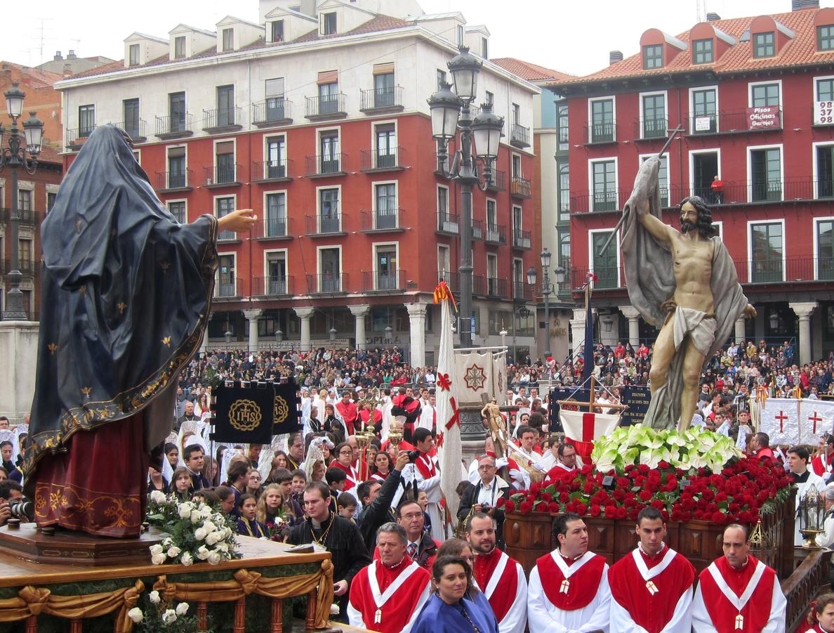 S.La lluvia respeta el encuentro de Jesús Resucitado con la Virgen de la Alegría en Valladolid