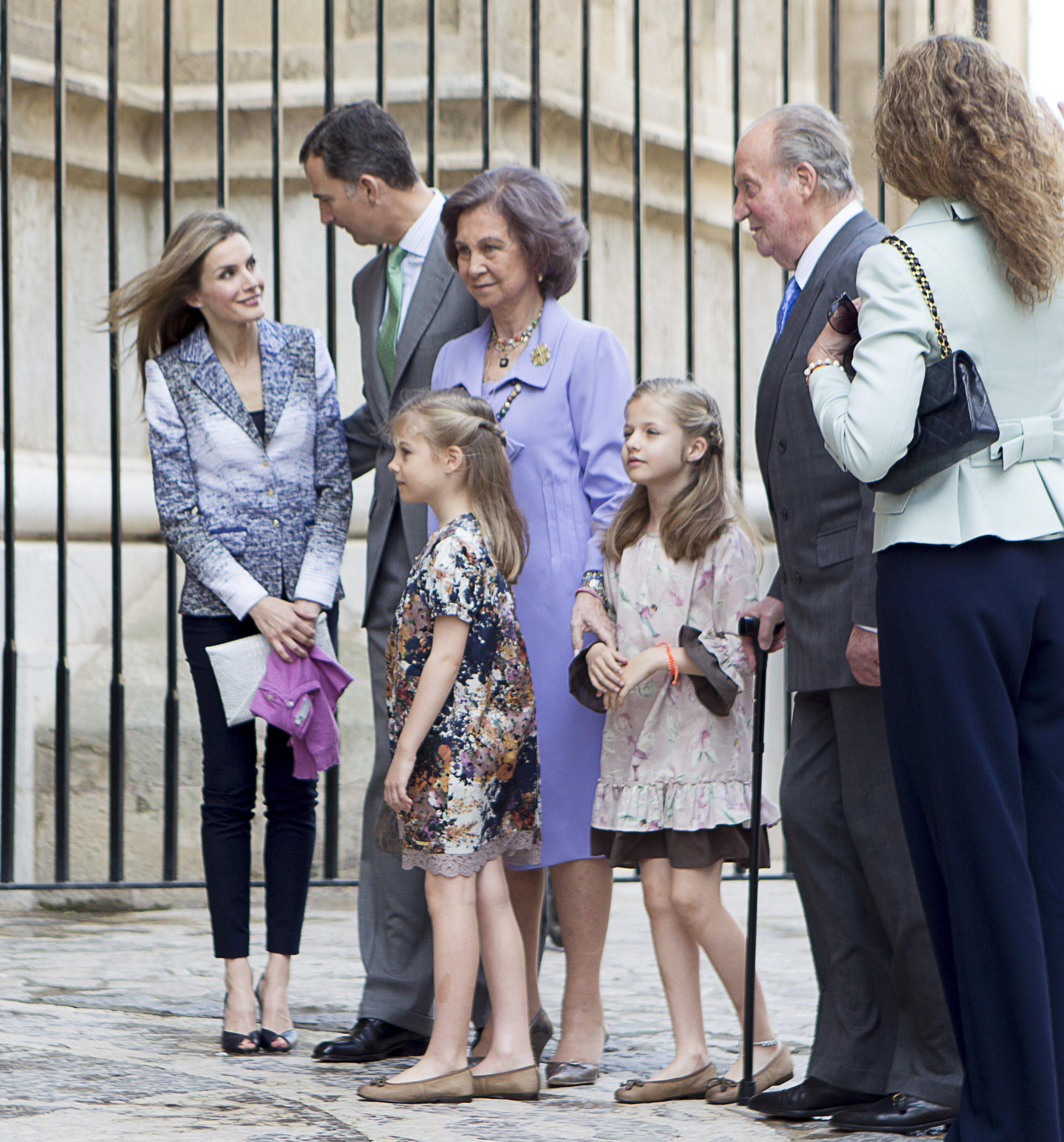 Los Reyes, los Príncipes y la infanta Elena asisten a la misa de Pascua en Palma
