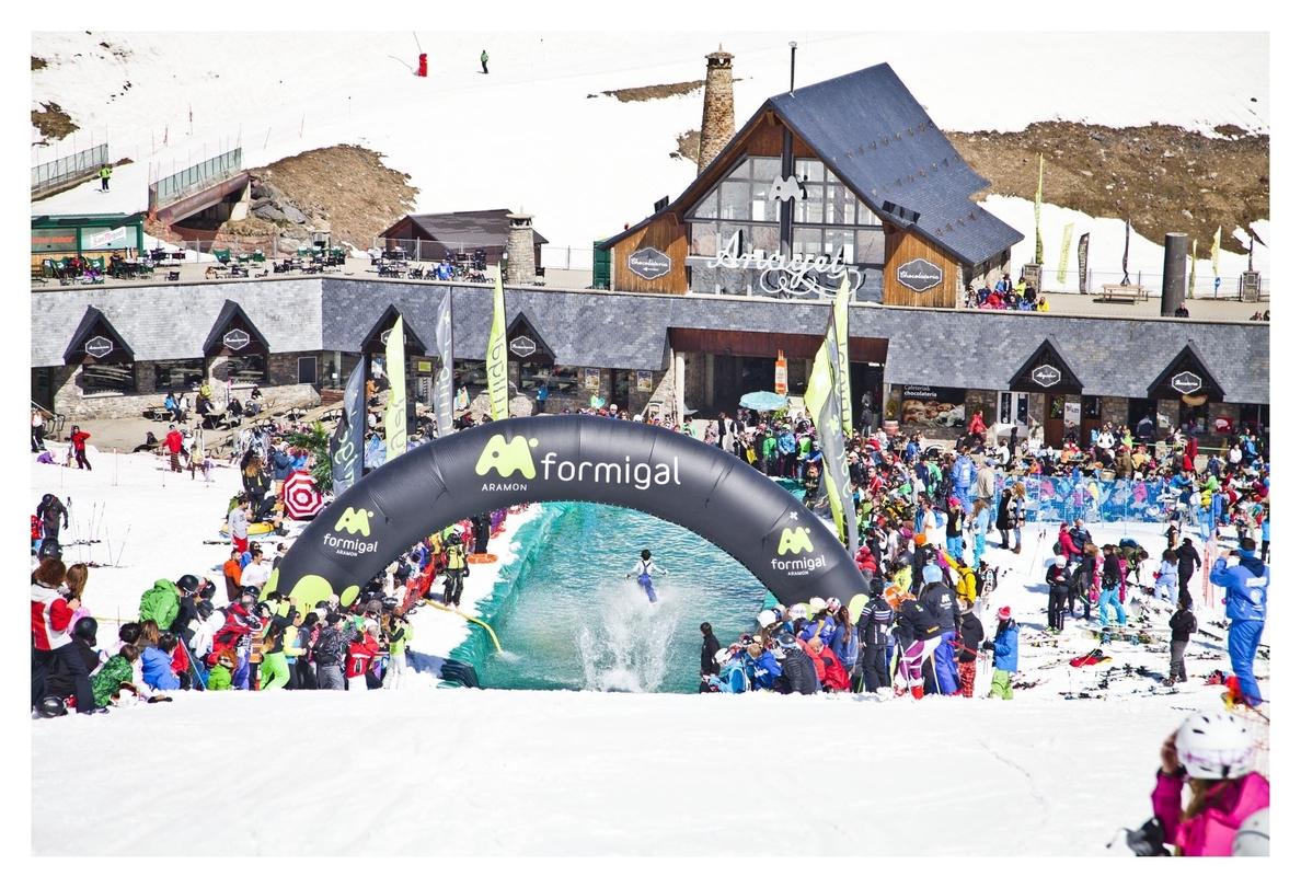 S.Cerca de 40.000 esquiadores pasan por las estaciones de Cerler, Formigal y Panticosa
