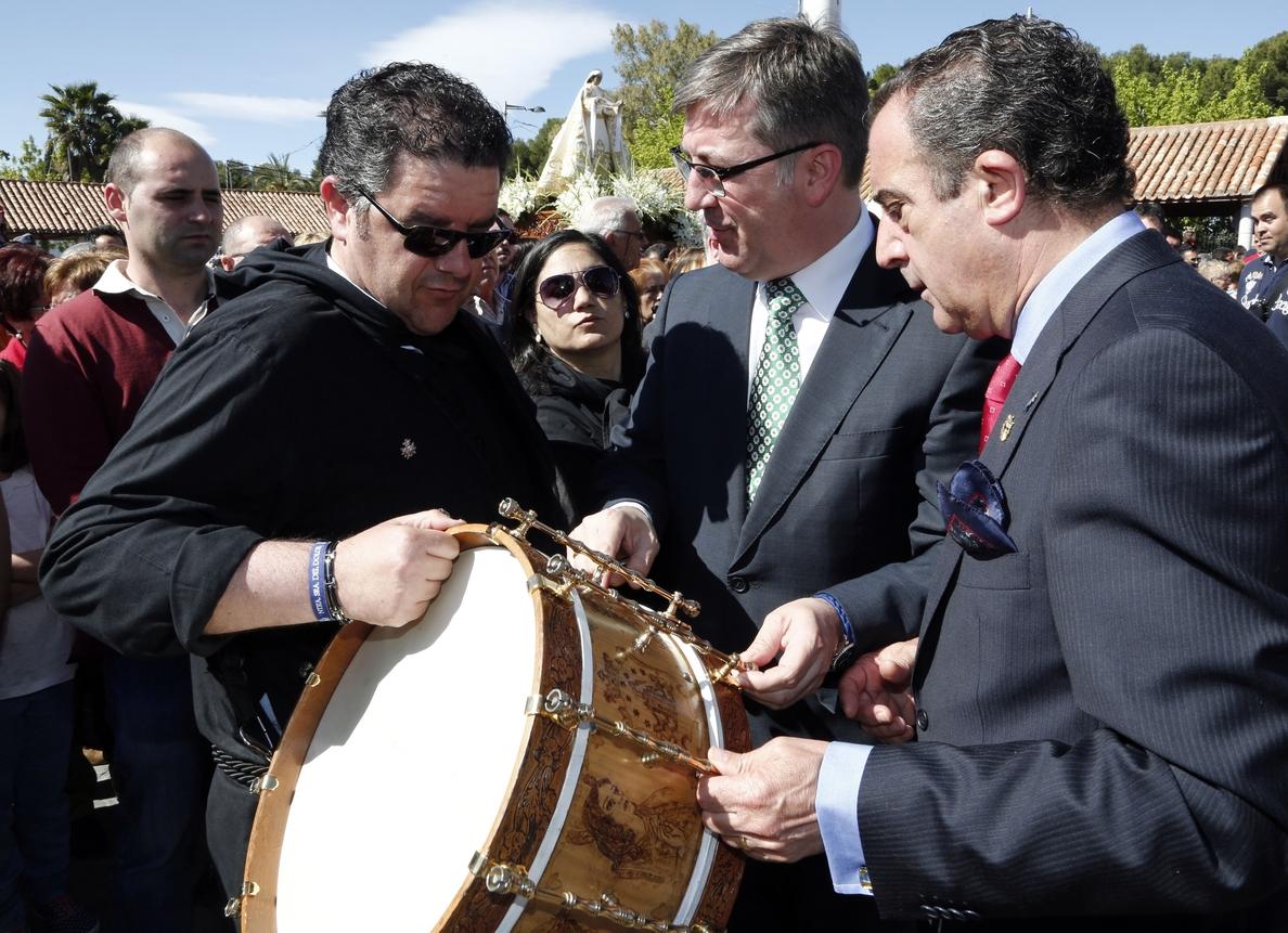 S.Marín participa en la procesión del Encuentro de Hellín y elogia la «hermandad y unión» de la Tamborada