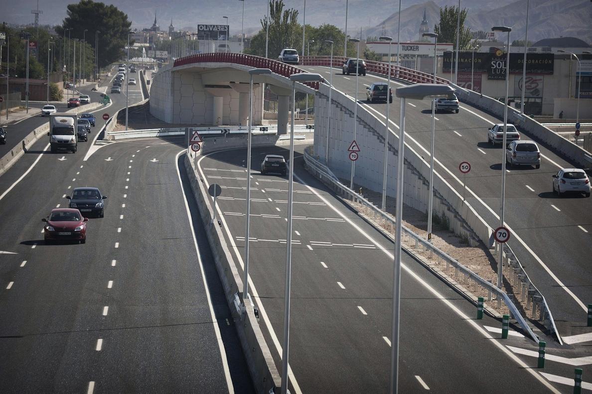 S.Tranquilidad en las carreteras madrileñas a primera hora de la tarde en el Domingo de Resurrección