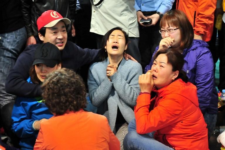 Familiares de las víctimas del ferry Sewol se enfrentan a la policía