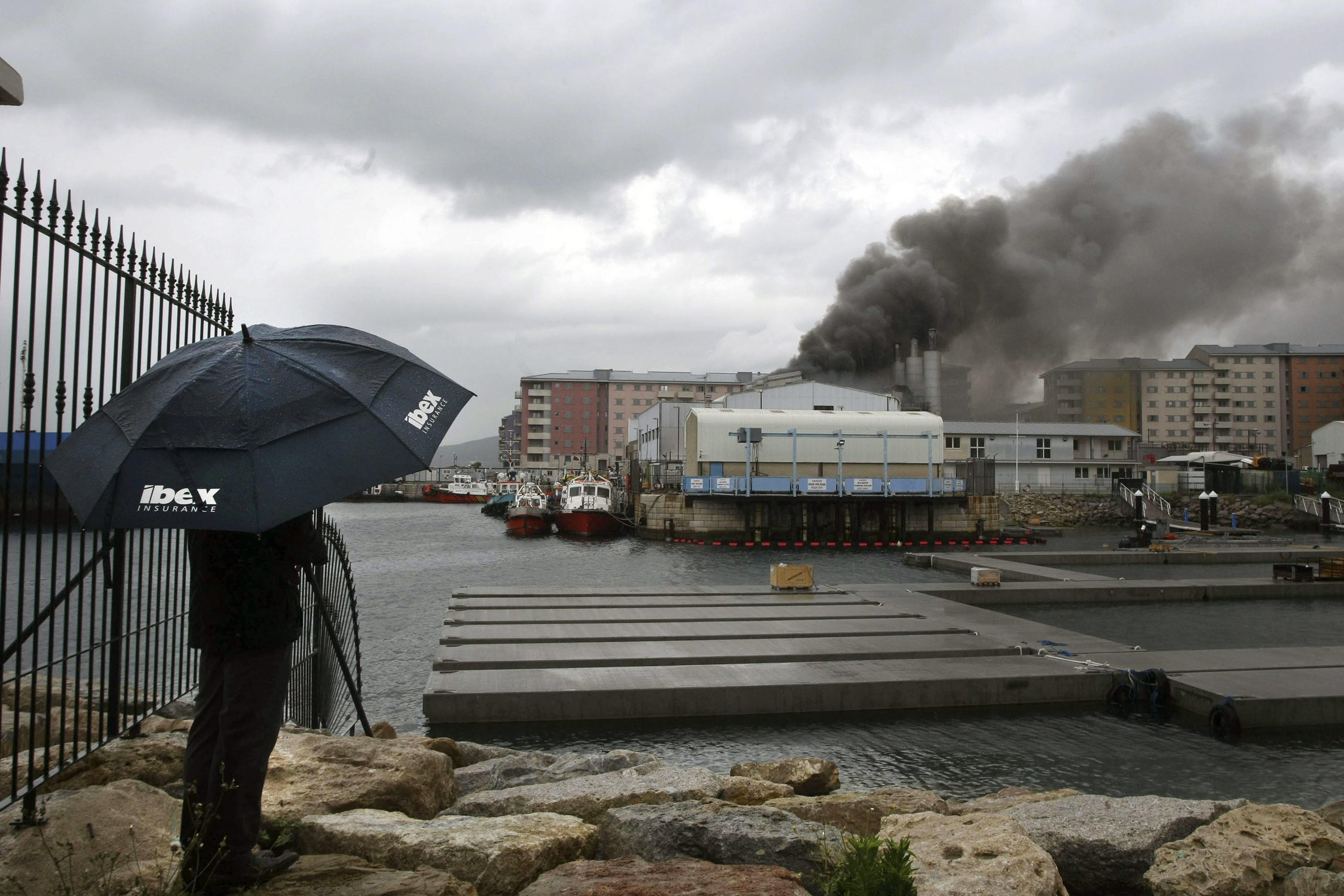 Un incendio deja sin suministro de luz a la población de Gibraltar
