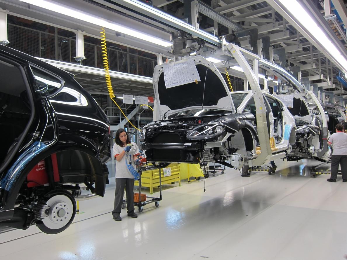 El superávit comercial del automóvil baja un 32,7% en febrero
