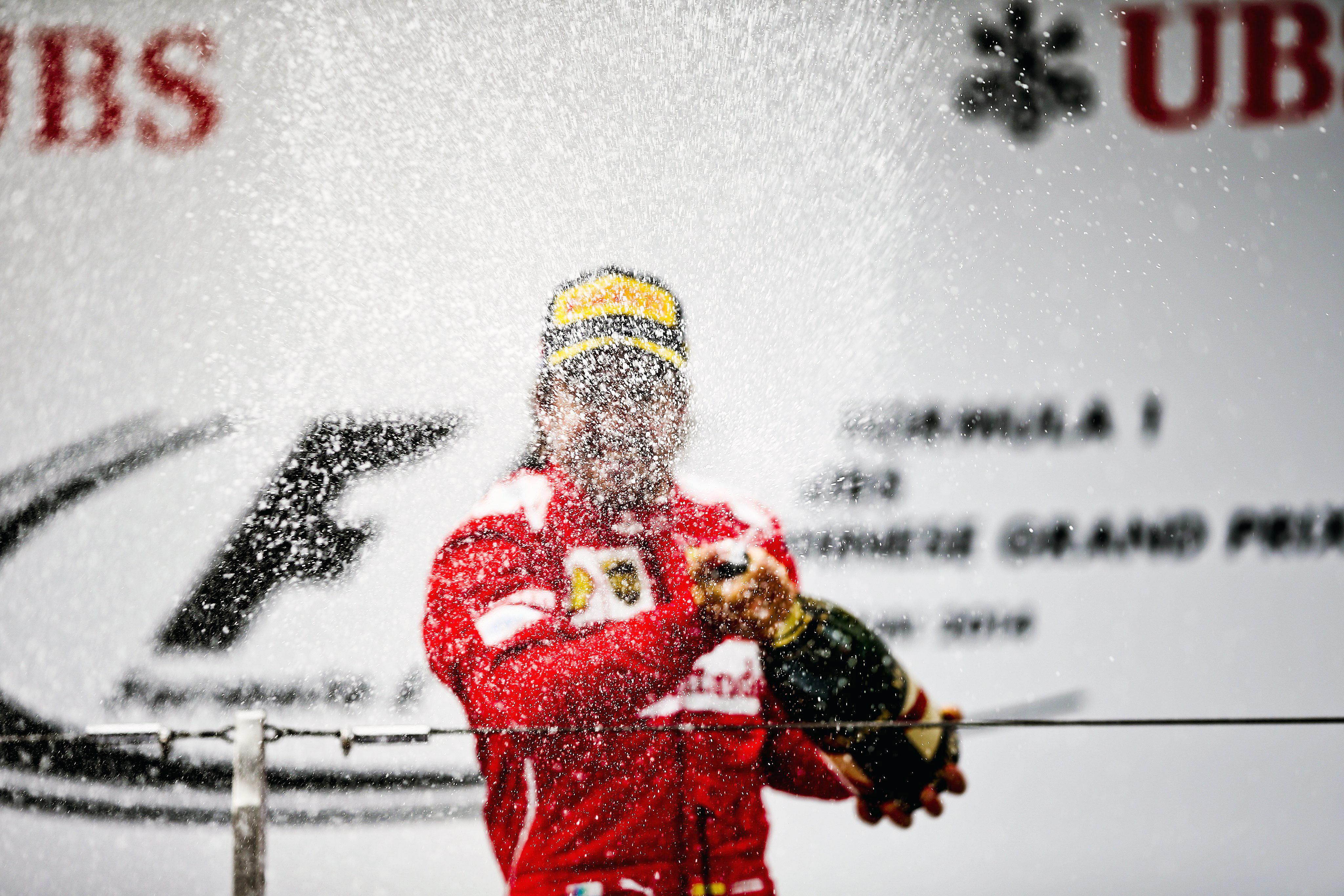 Alonso se abre paso hacia los Mercedes mientras Vettel no acaba de centrarse