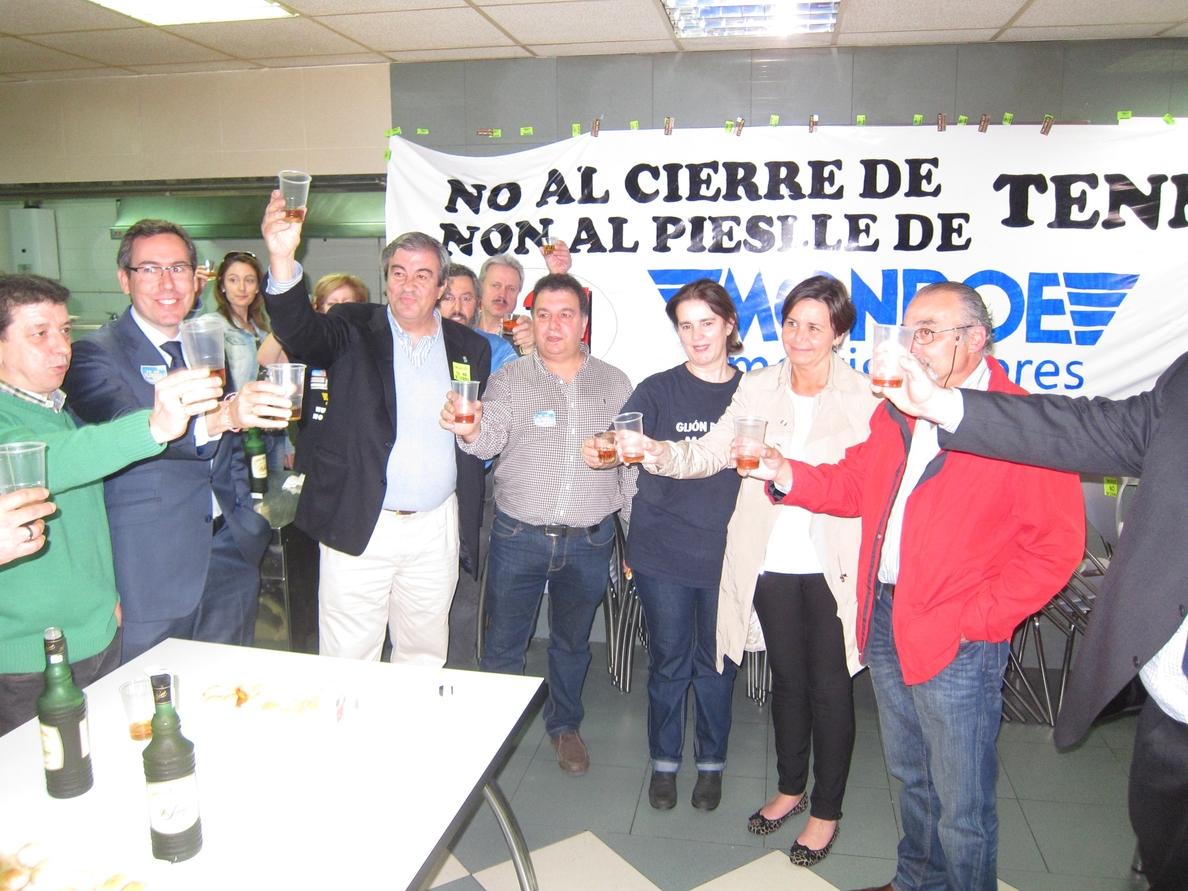 Cascos, a los trabajadores de Tenneco: «Sois ejemplo para todos nosotros y los asturianos»