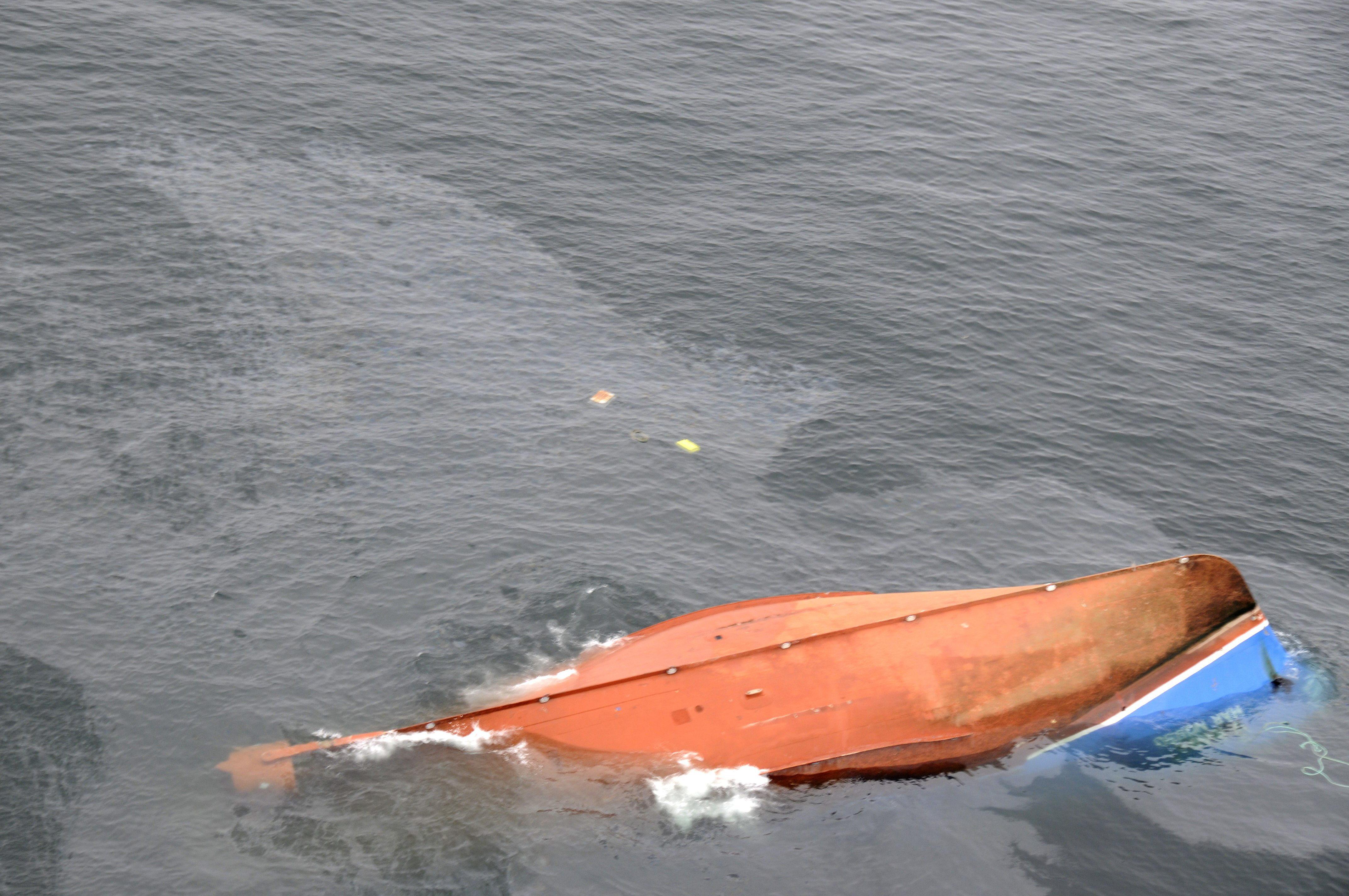 Continúa la búsqueda de los dos marineros desaparecidos en Asturias