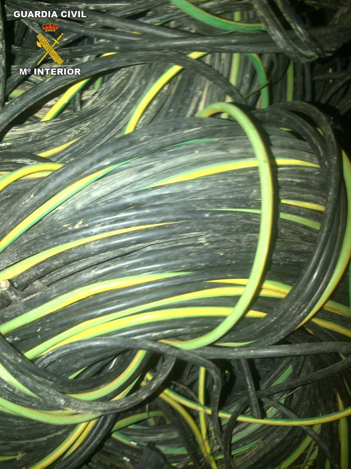 Detenidas dos personas por robar 2.300 metros de cable del alumbrado público de Coria y Palomares