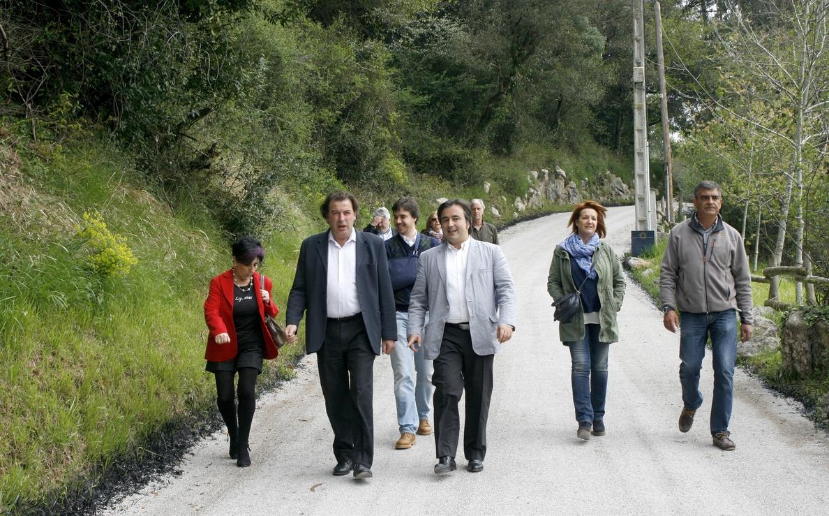 Gobierno y Ayuntamiento acondicionan el acceso a la cueva de El Pendo