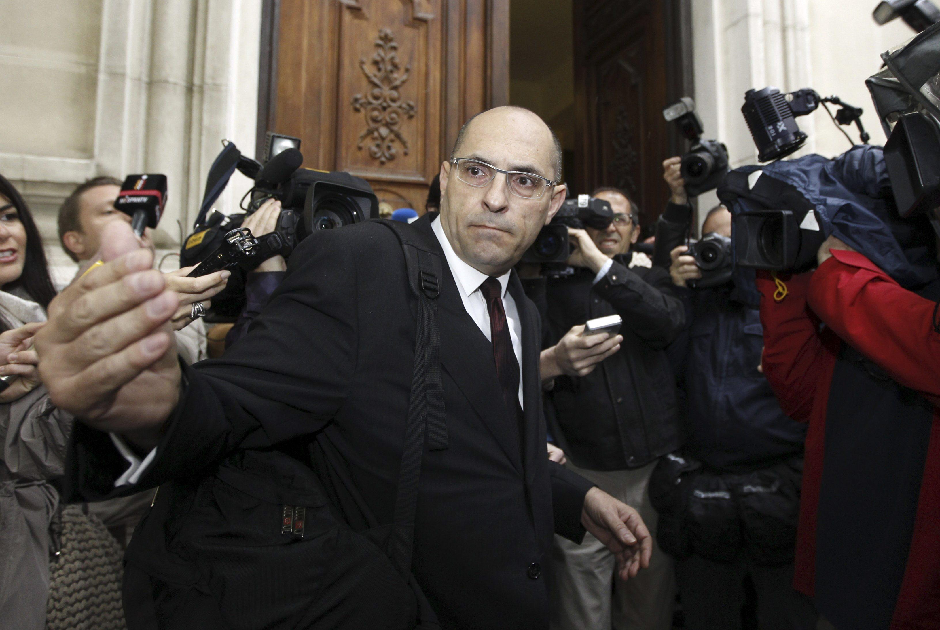 El juez Silva trata de retrasar el inicio de su juicio con la renuncia de su abogado a defenderle