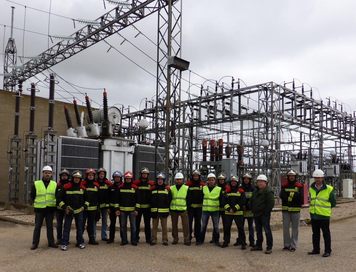 Iberdrola forma a bomberos de Salamanca para actuar en situaciones de riesgo en instalaciones eléctricas