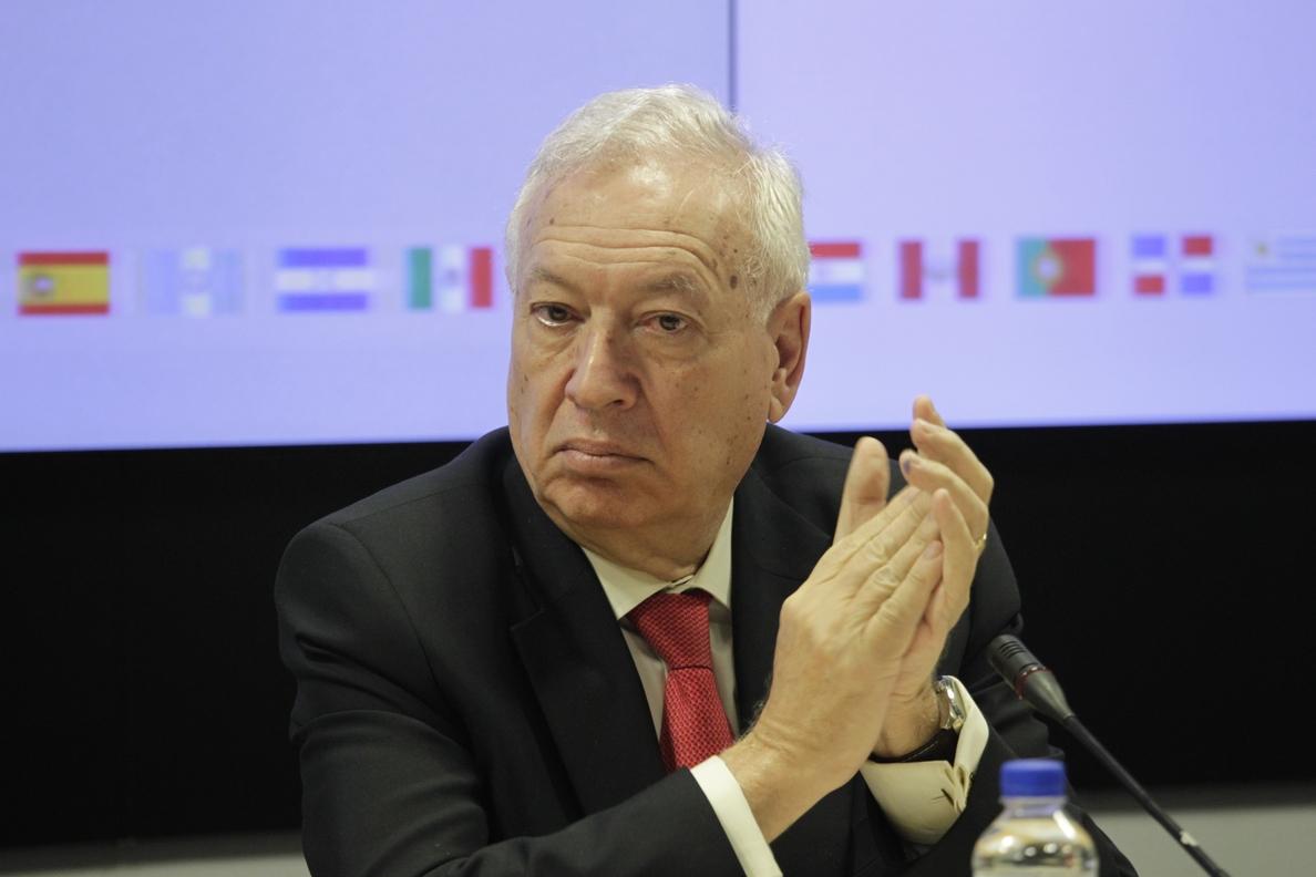 Margallo dice a Urkullu que el Gobierno está dispuesto a dialogar, «dentro de la ley» y «entre todos»