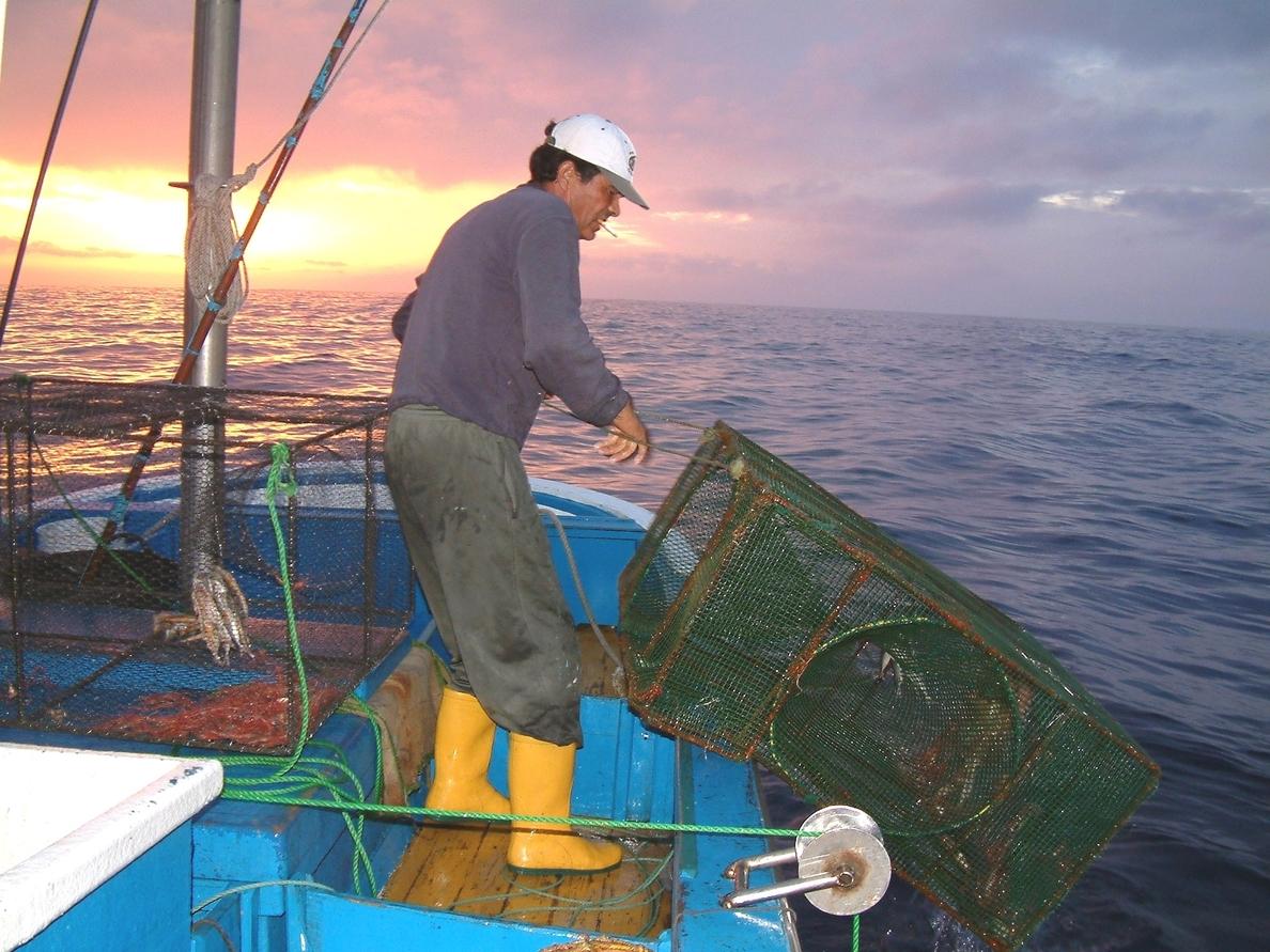 Parte de la flota pesquera onubense se queda amarrada a puerto por el mal tiempo