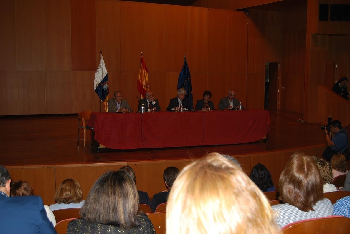 Pérez asegura que Canarias mantendrá el carácter de servicio público esencial de la Educación para combatir la LOMCE
