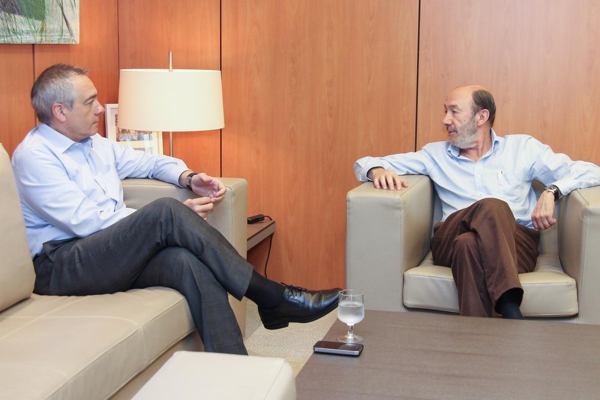 Rubalcaba y Navarro preparan en Madrid el «impulso» que darán a la reforma constitucional después de las europeas
