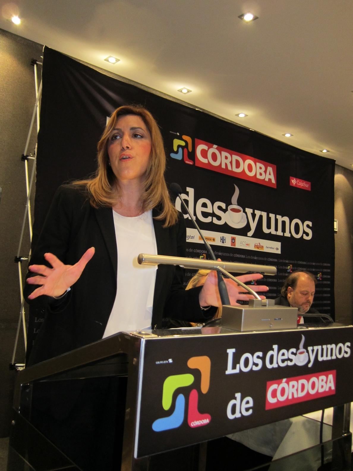 Susana Díaz afirma que, a la hora de convocar elecciones, no le preocupan «los tiempos» de su partido, sino Andalucía