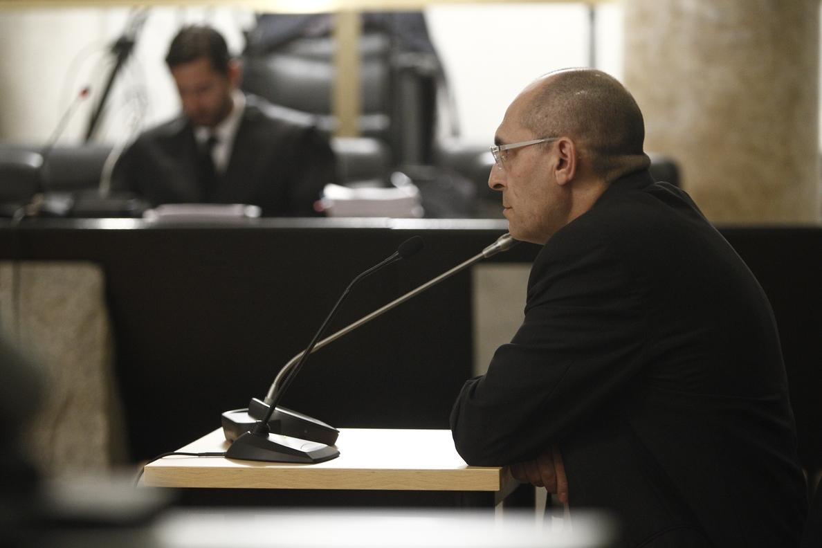 El TSJM permite a Silva levantarse del banquillo de los acusados y sentarse con su abogado en el juicio del »caso Blesa»