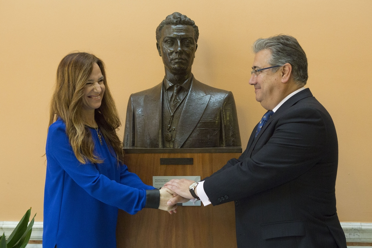 Zoido entrega a Teresa Jiménez-Becerril la Presidencia de la fundación que honra a su hermano Alberto