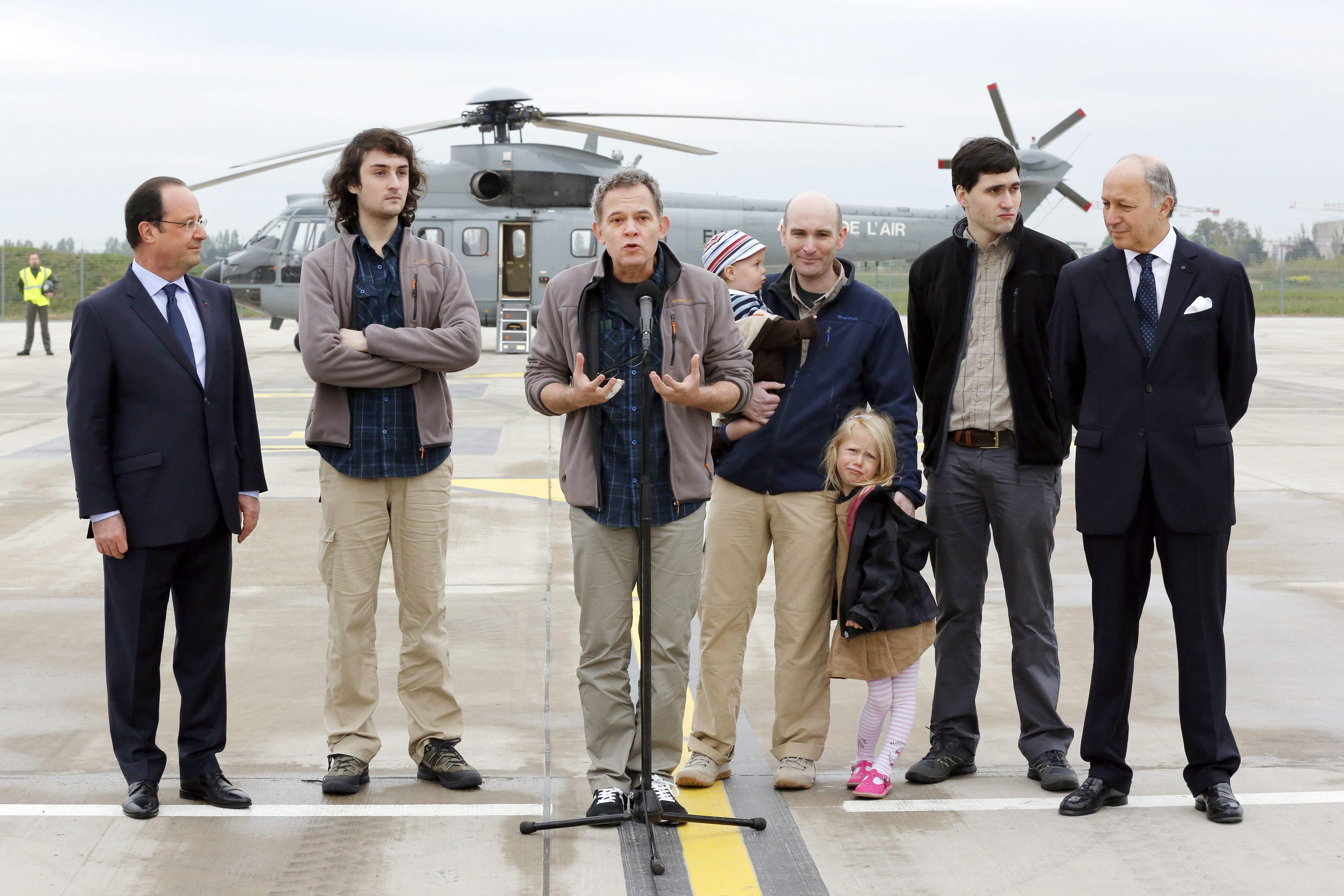 Los cuatro periodistas franceses liberados relatan simulacros de ejecuciones