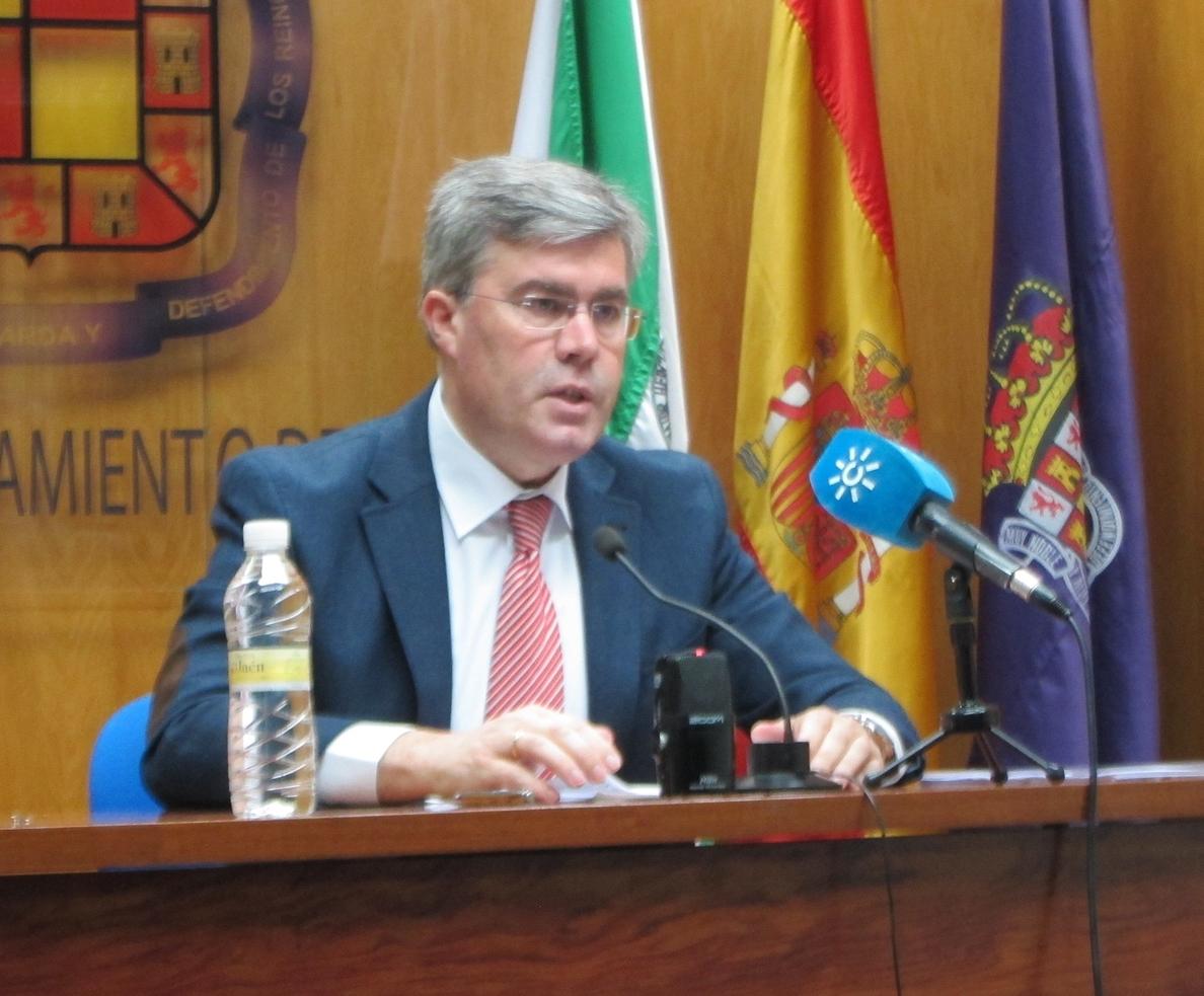 El alcalde critica el «silencio» de la Junta tras su firma «hace dos semanas» del convenio del IES del APA III