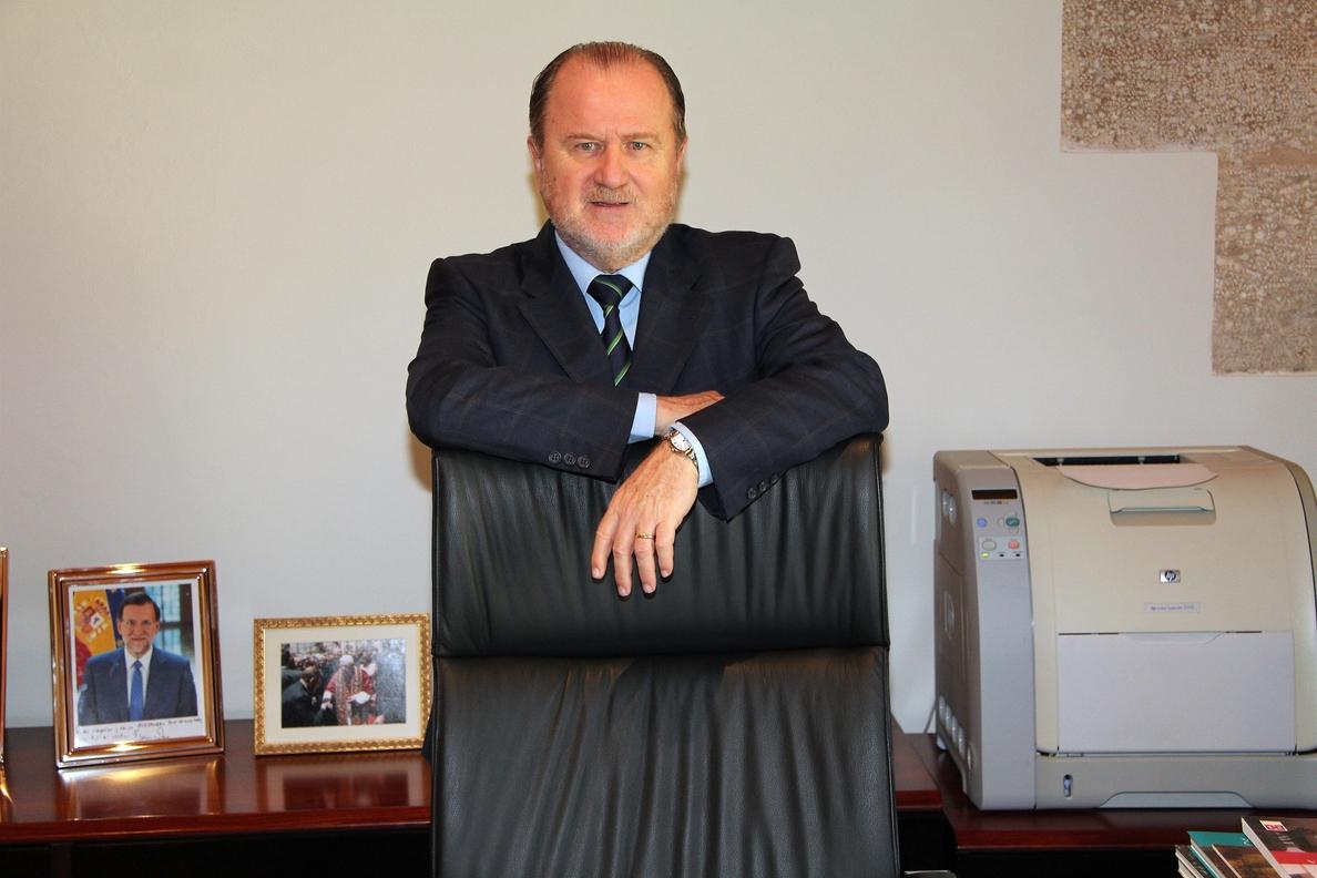 El vicepresidente de las Cortes valencianas cree que estas se han devaluado por la crisis y por partidos «antisistema»