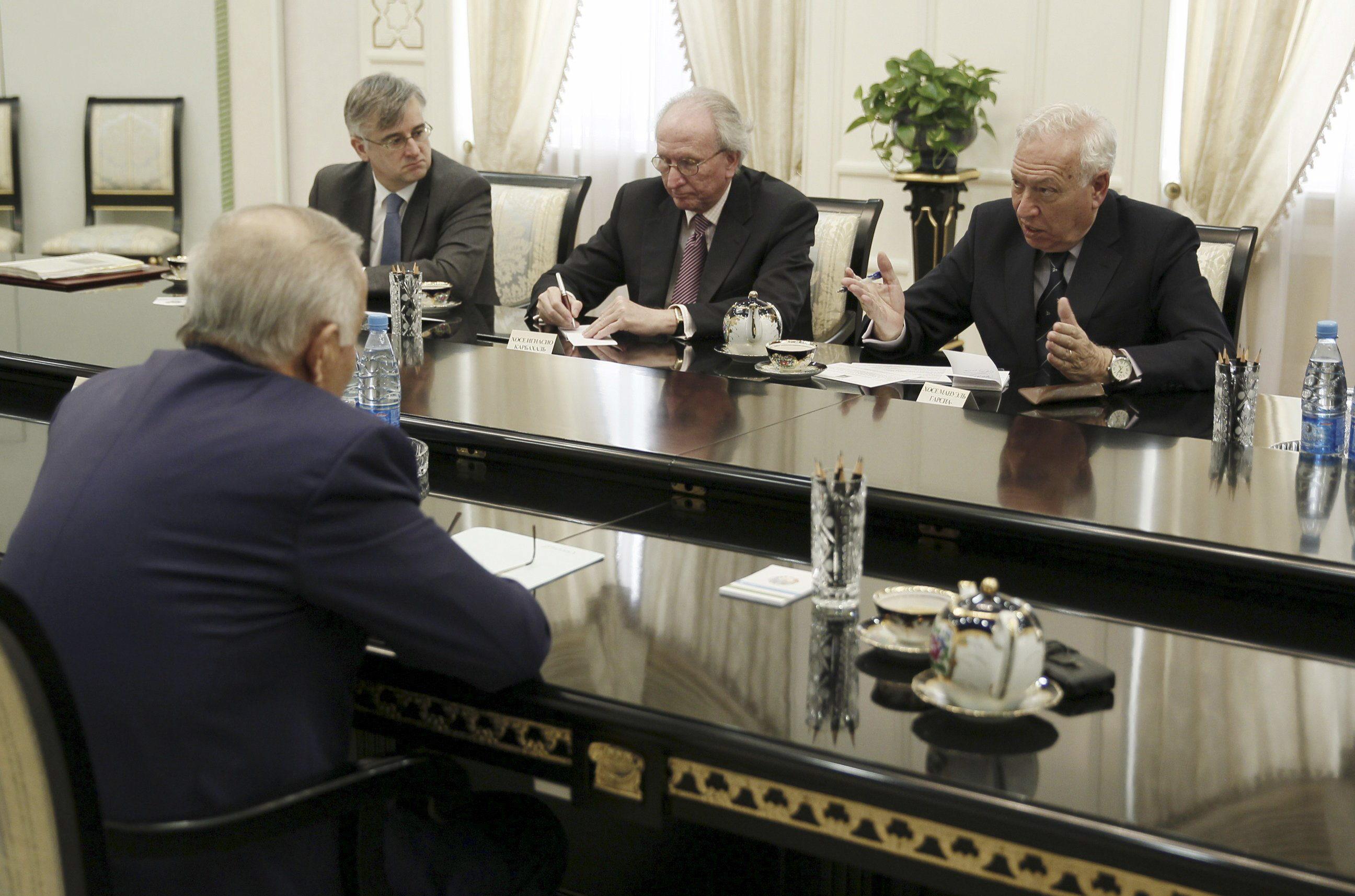 Margallo cierra el viaje a Uzbekistán inaugurando un foro económico y visita a Samarkanda