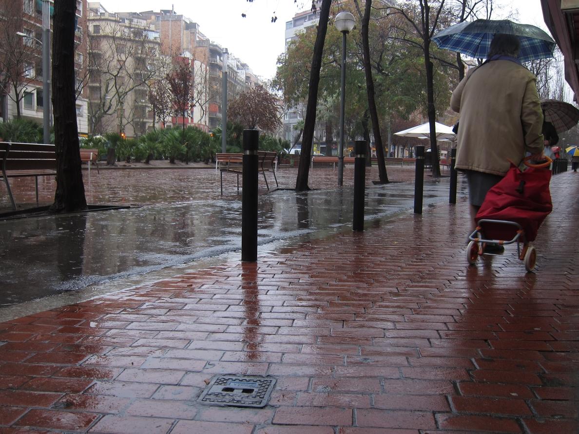 Protección Civil pide extremar la precaución ante las fuertes lluvias en el área de Barcelona