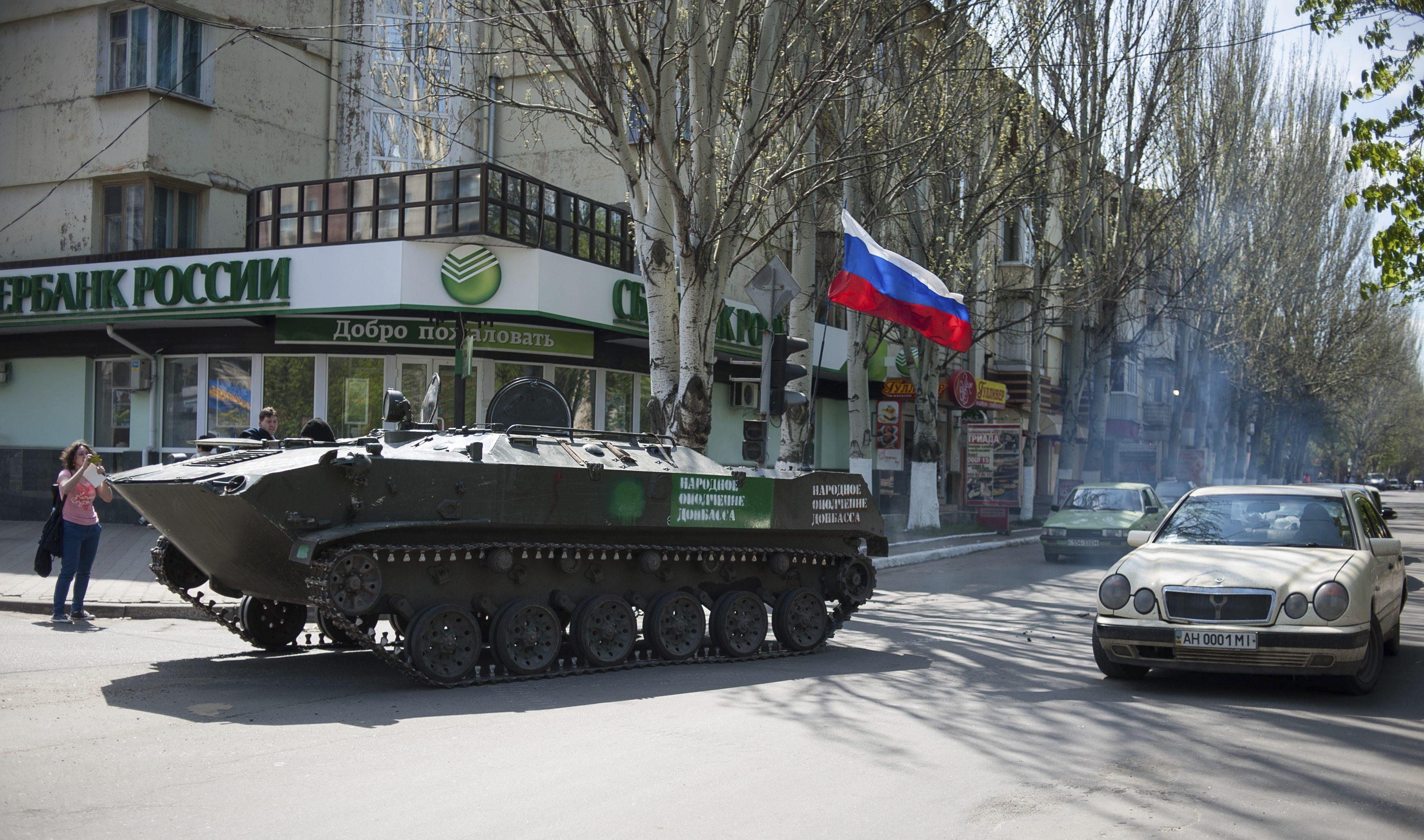 El Ejército ucraniano recupera Mariúpol mientras en Slaviansk mueren dos personas en un ataque a un puesto de control