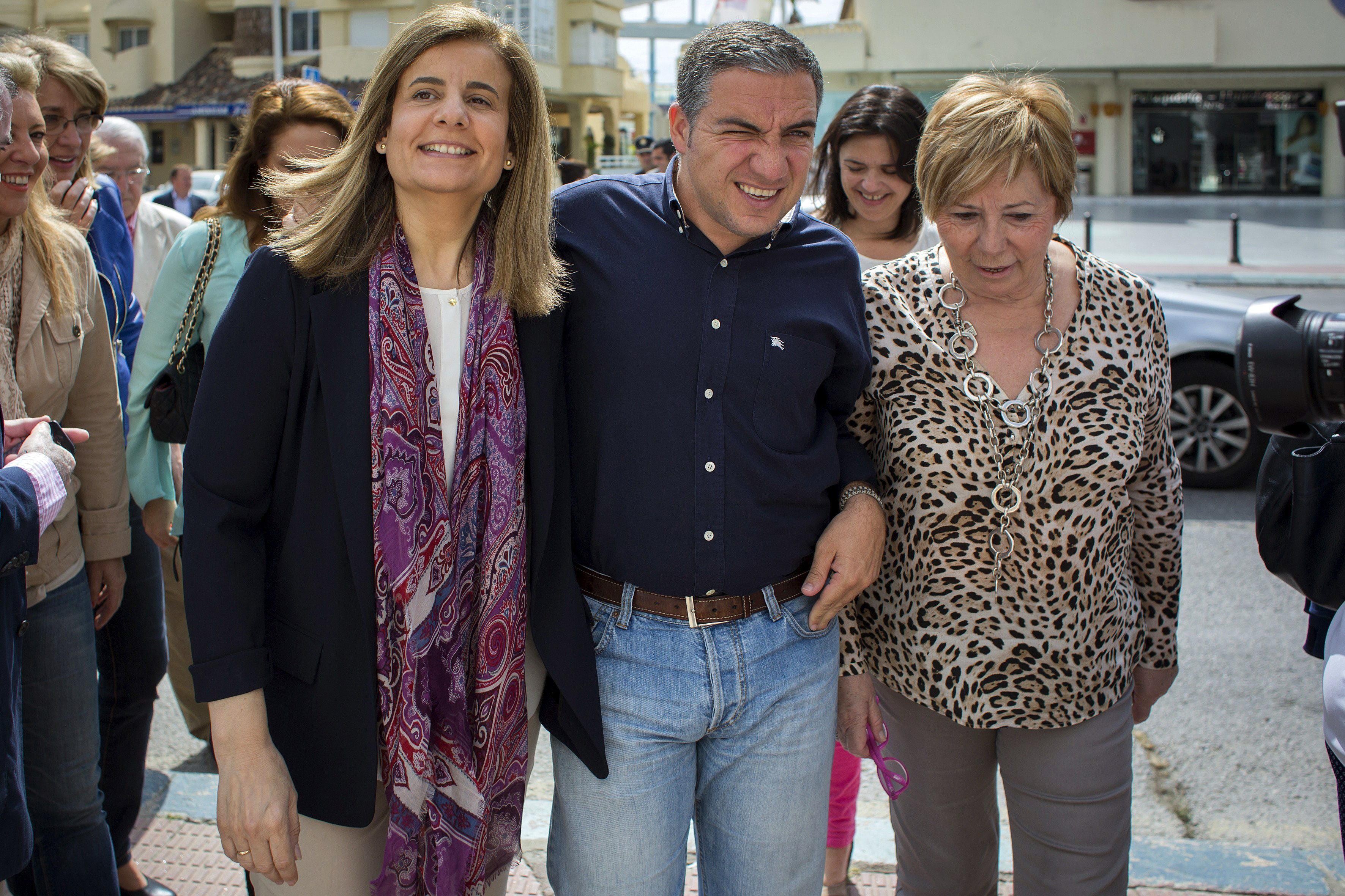 Báñez dice que el PSOE «se dedica a los cuentos» y el PP «habla de las cuentas»