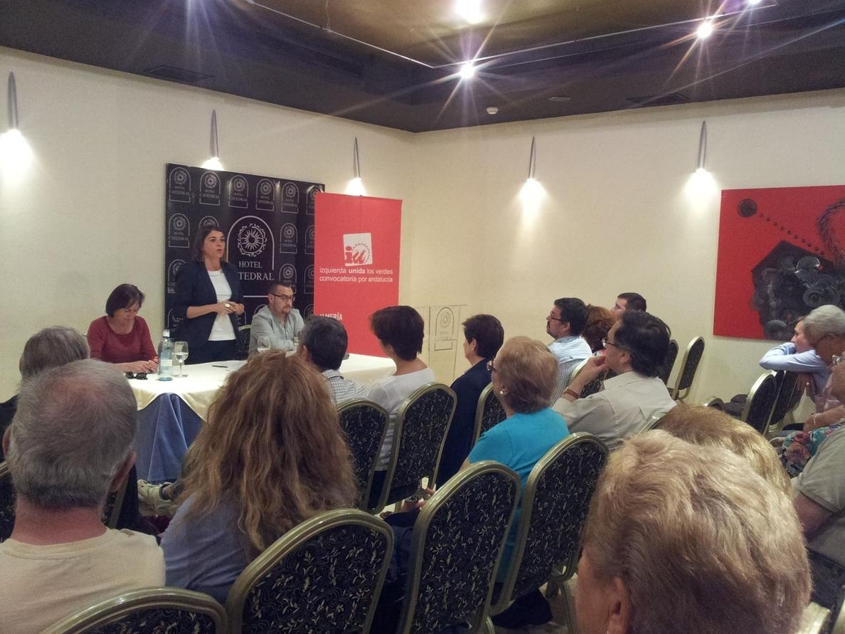 Cortés dice que IU quiere cambiar la política europea de vivienda porque «es posible defender los derechos humanos»