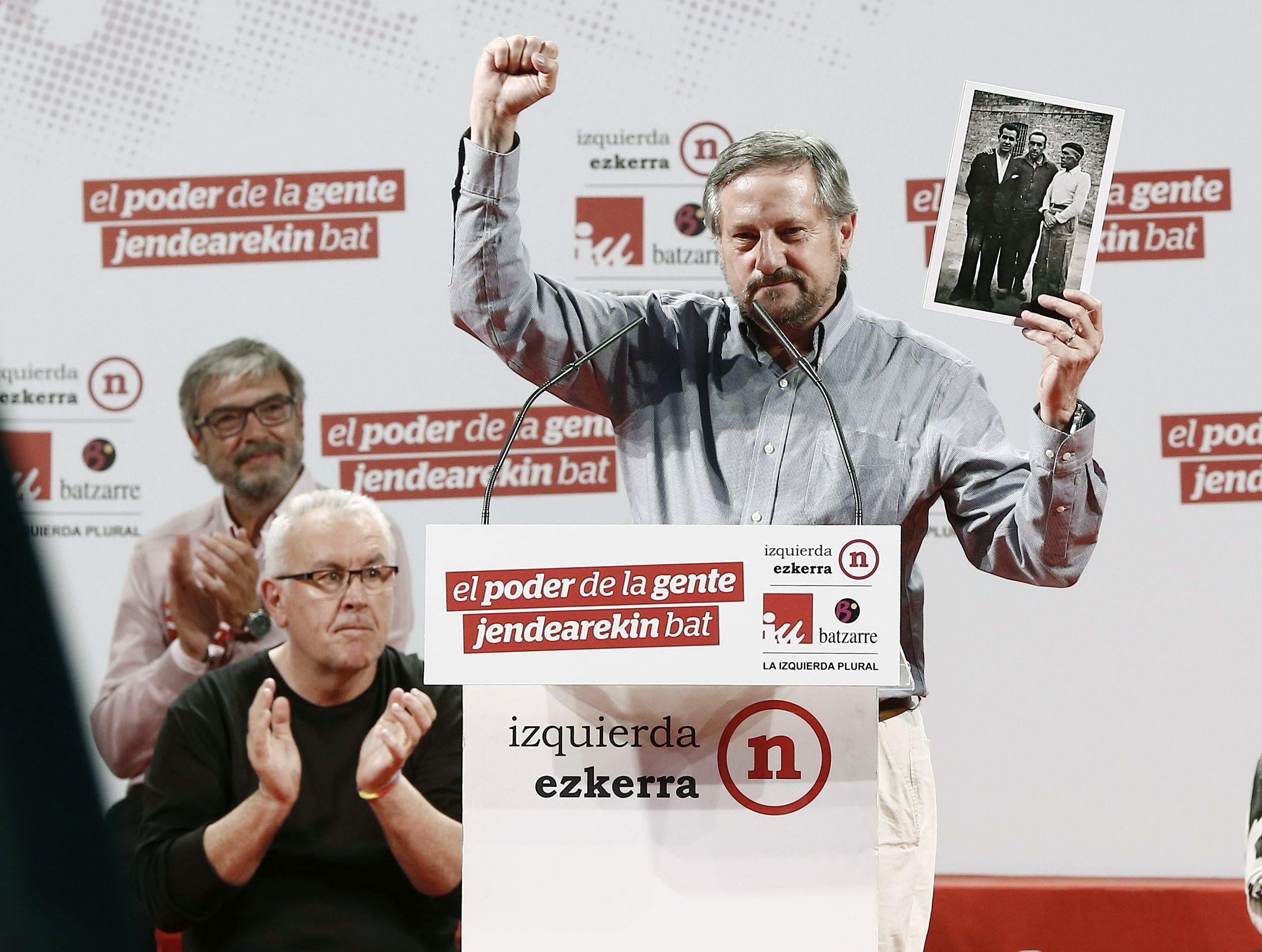 Meyer dice que el PP y el PSOE hacen políticas pensando en «mangantes» financieros