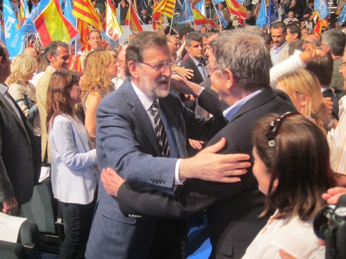 Rajoy pide el voto por una Cataluña unida y española, «no dividida, fuera del mundo y aislada»