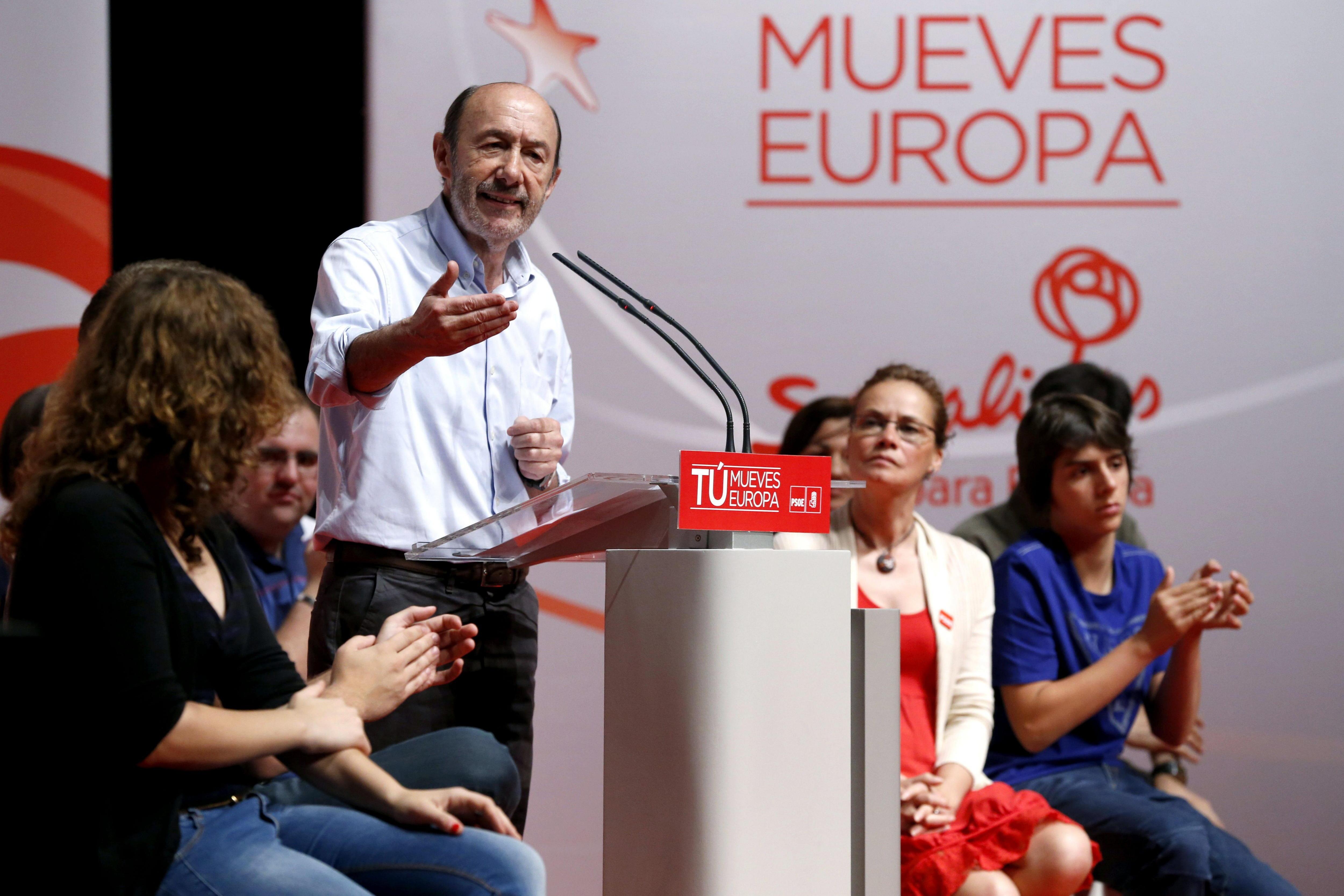 Rubalcaba pregunta a IU por qué les da por apoyar a Monago en Extremadura