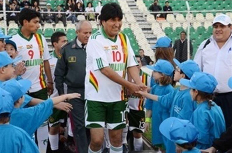 «Si a Evo Morales le dan a elegir entre ser presidente o futbolista, tendría dudas»