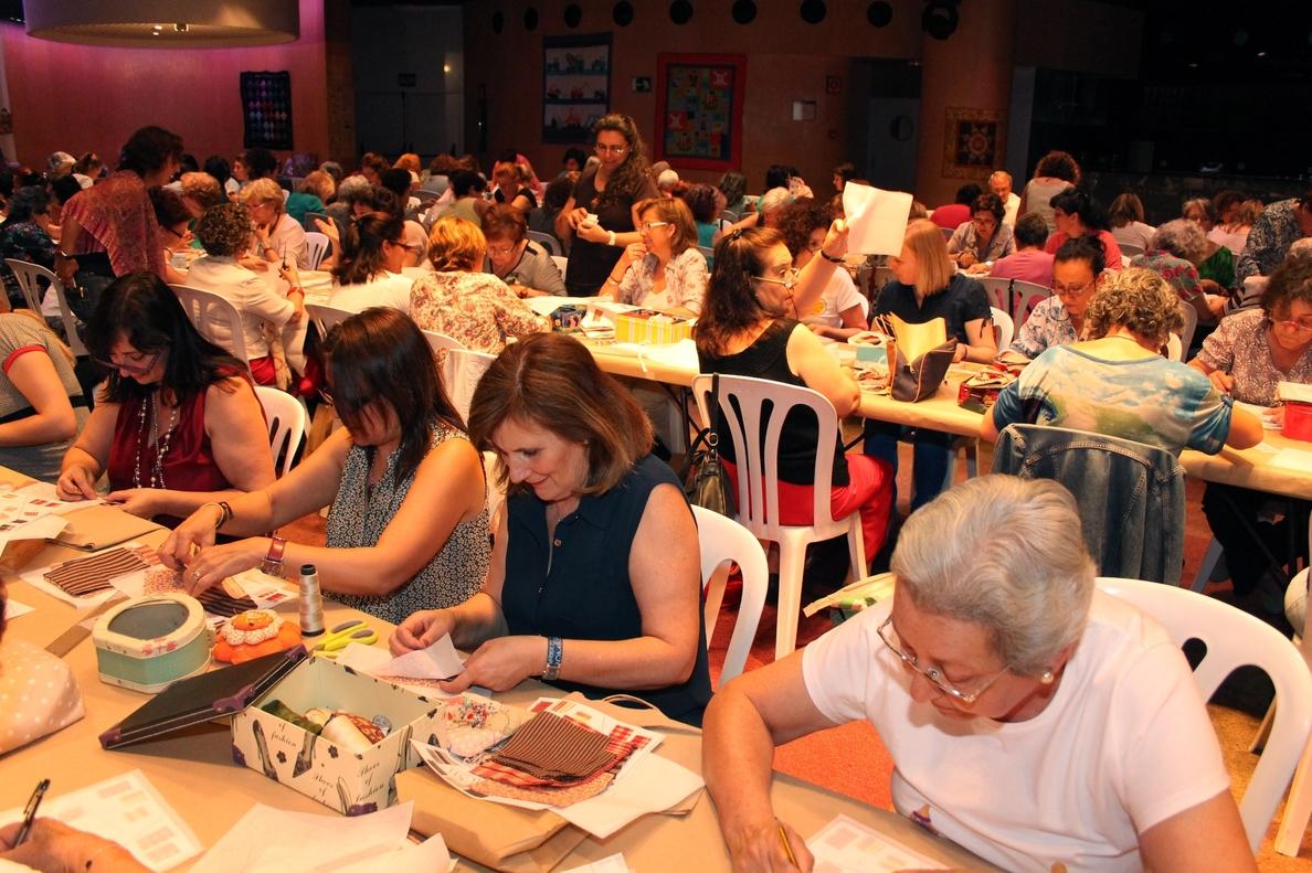 Más de 200 personas de toda Andalucía se reúnen en Tomares en el VII Encuentro de »Patchwork»