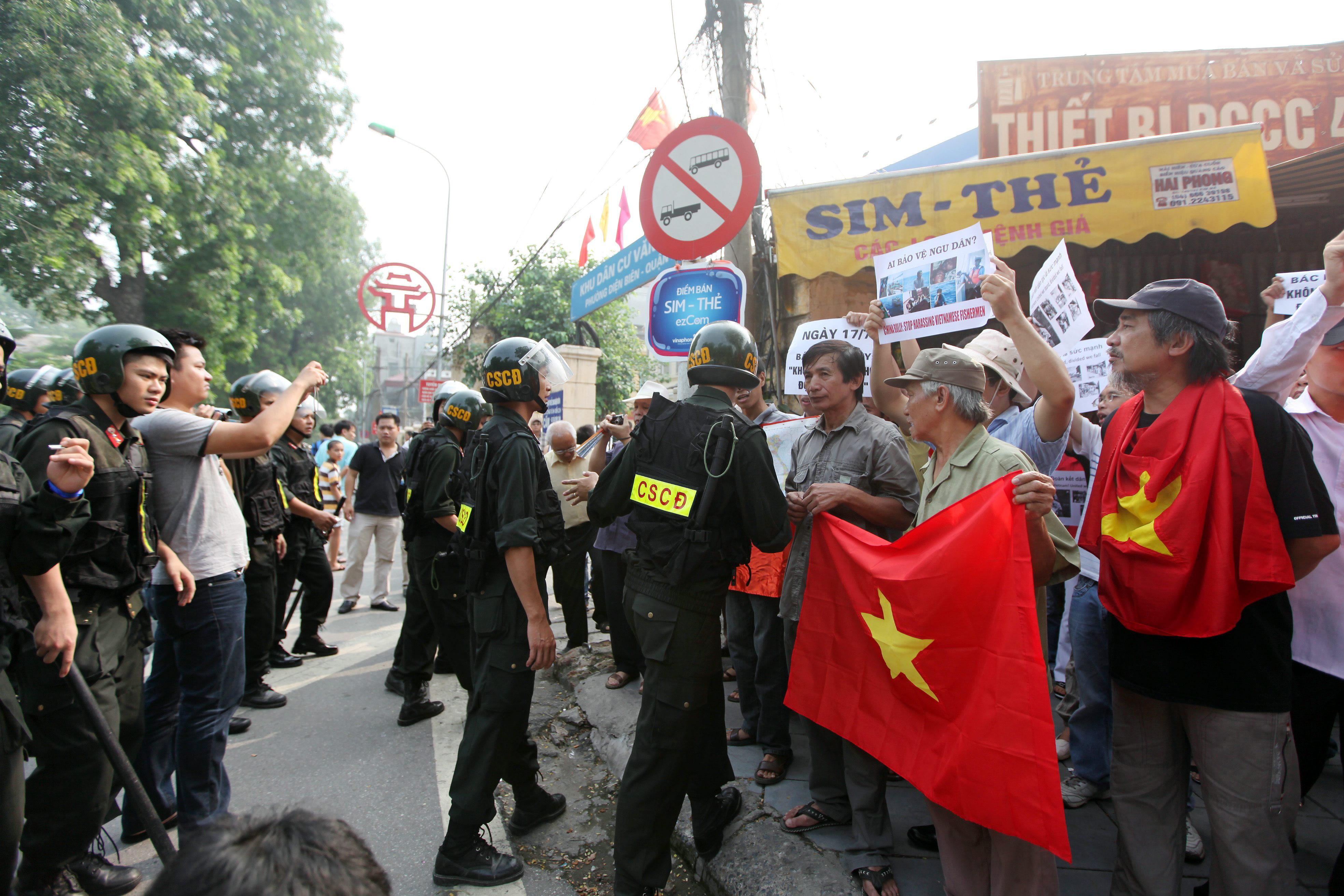 China evacúa a más de 3.000 de sus ciudadanos en Vietnam por las protestas